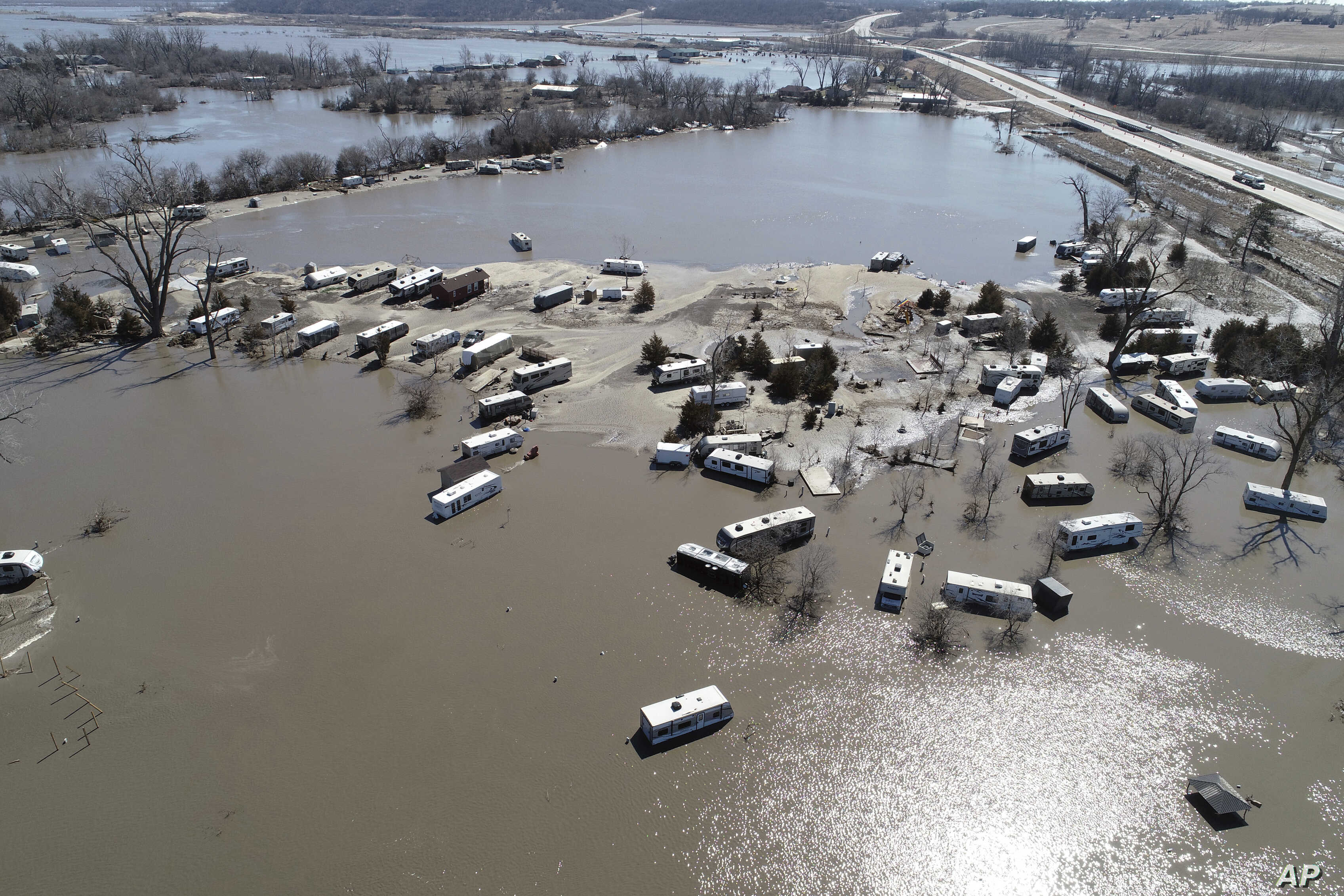 Rail Route Suspended, Evacuations Continue in US Midwest