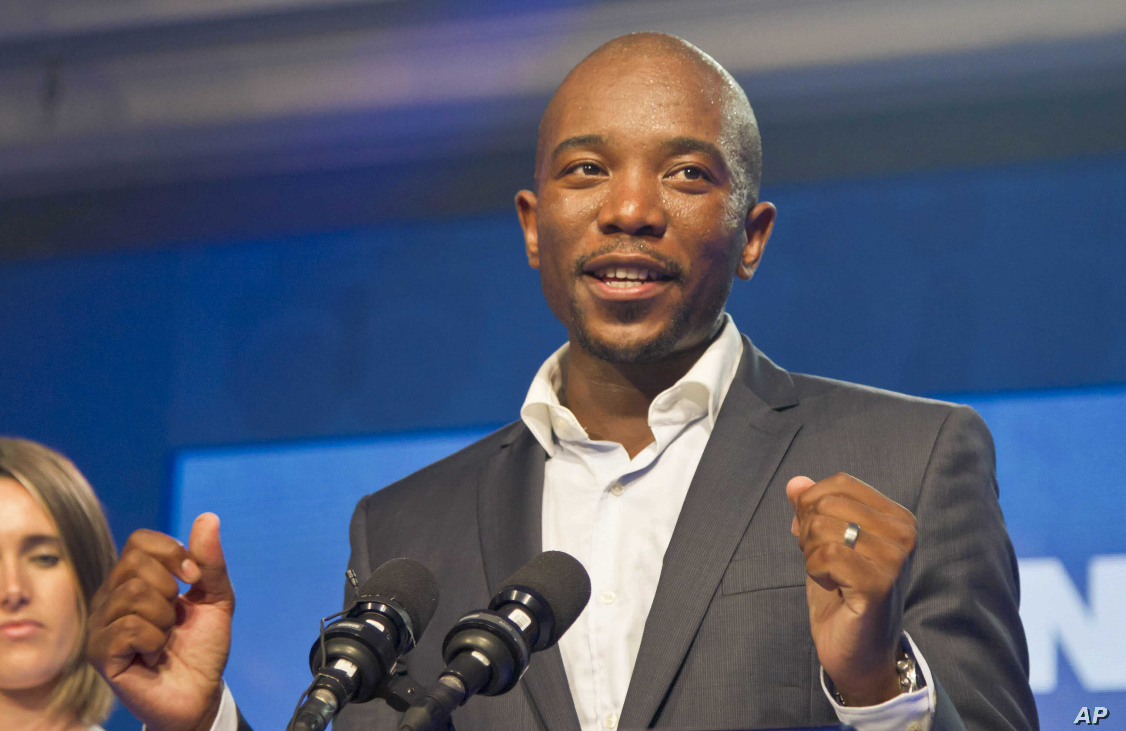 Newly elected Democratic Alliance (DA) party leader Mmusi Maimane, delivers his victory speech after being elected leader, May 10, 2015 in Port Elizabeth, South Africa.