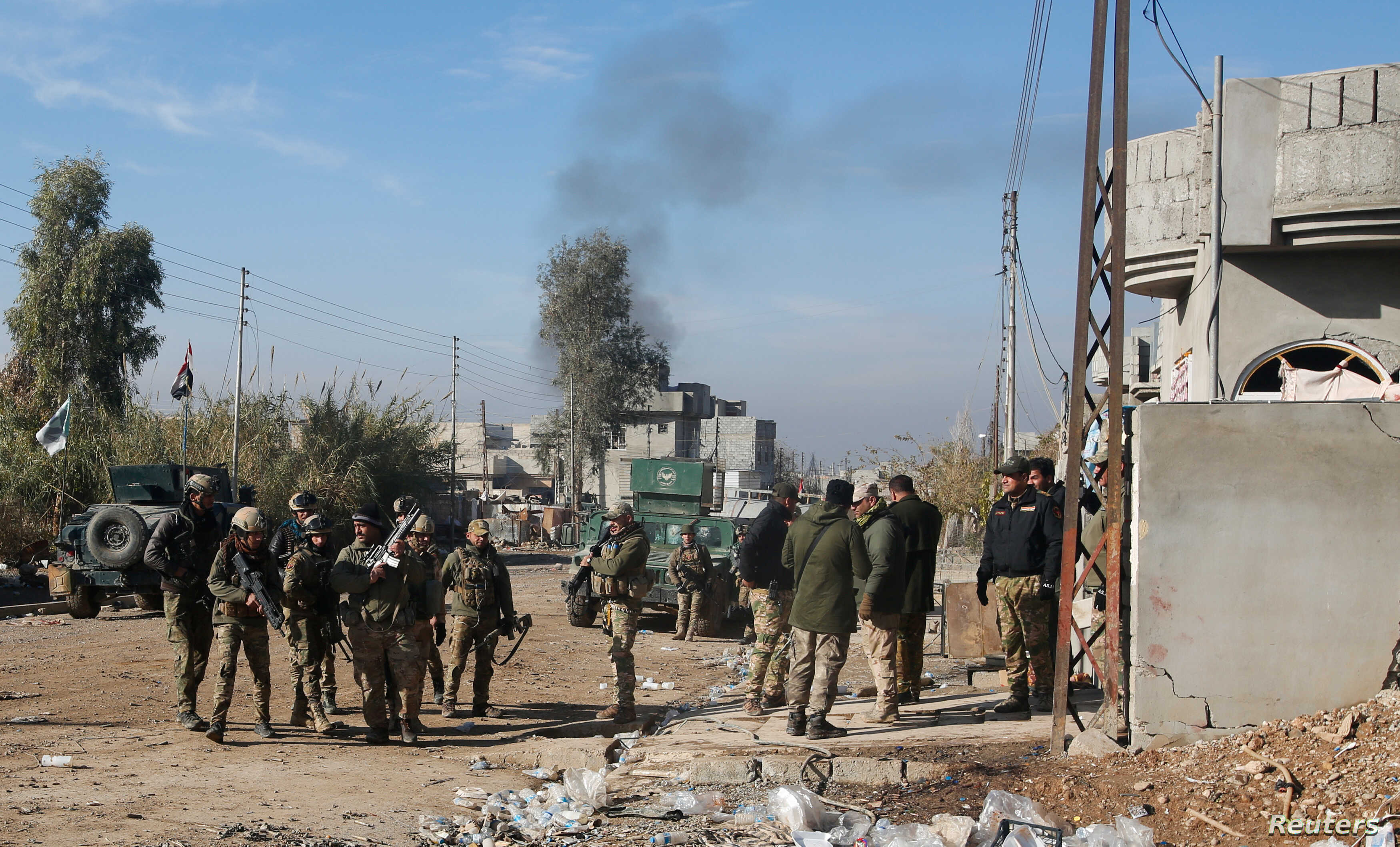 Iraqi rapid response forces gather during a fight with Islamic State militants in Intisar district of eastern Mosul, Iraq, Dec.  22, 2016.
