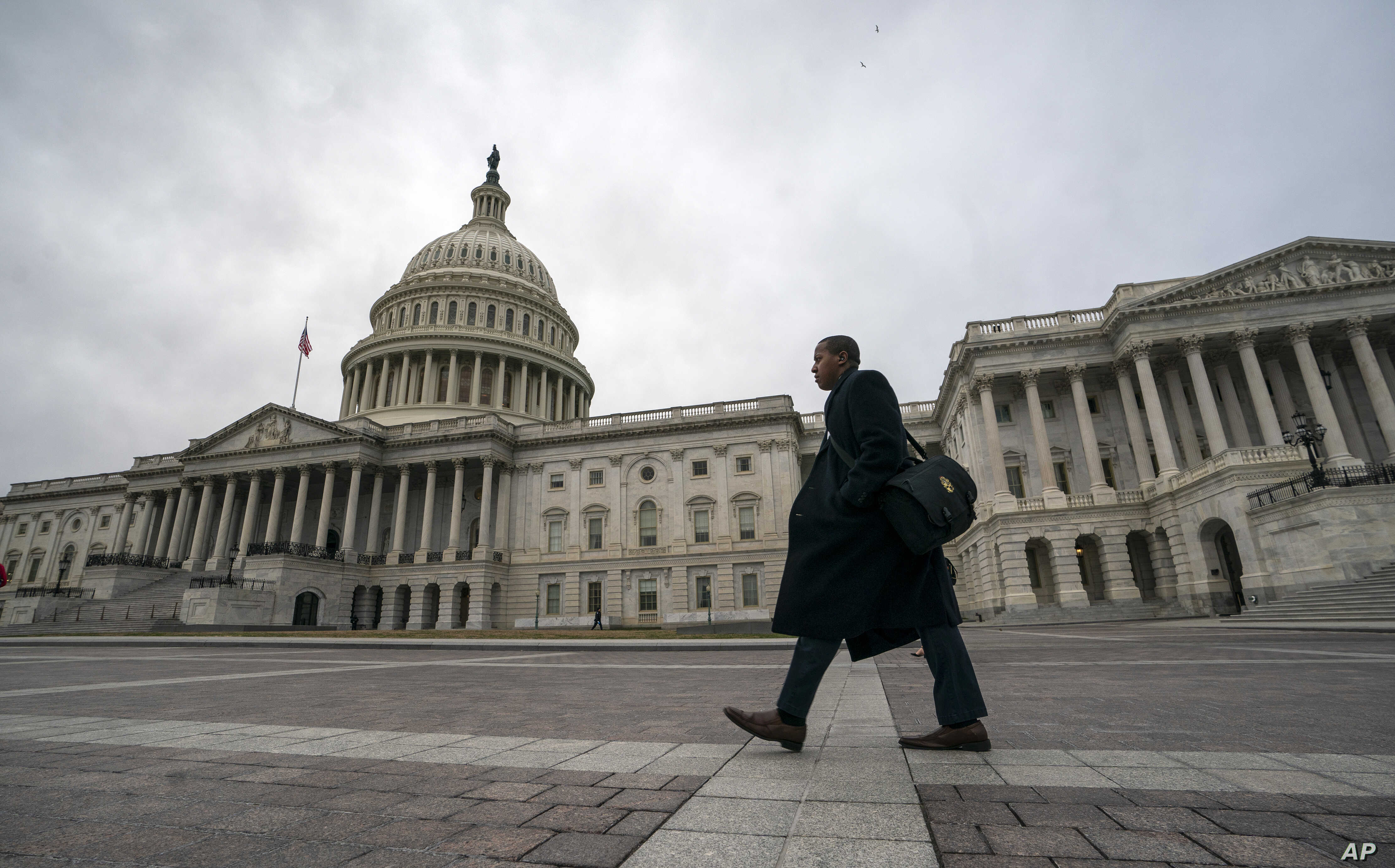 The U.S. Capitol is seen as the partial government shutdown lurches into a third week with President Donald Trump standing firm in his border wall funding demands, in Washington, Jan. 7, 2019.
