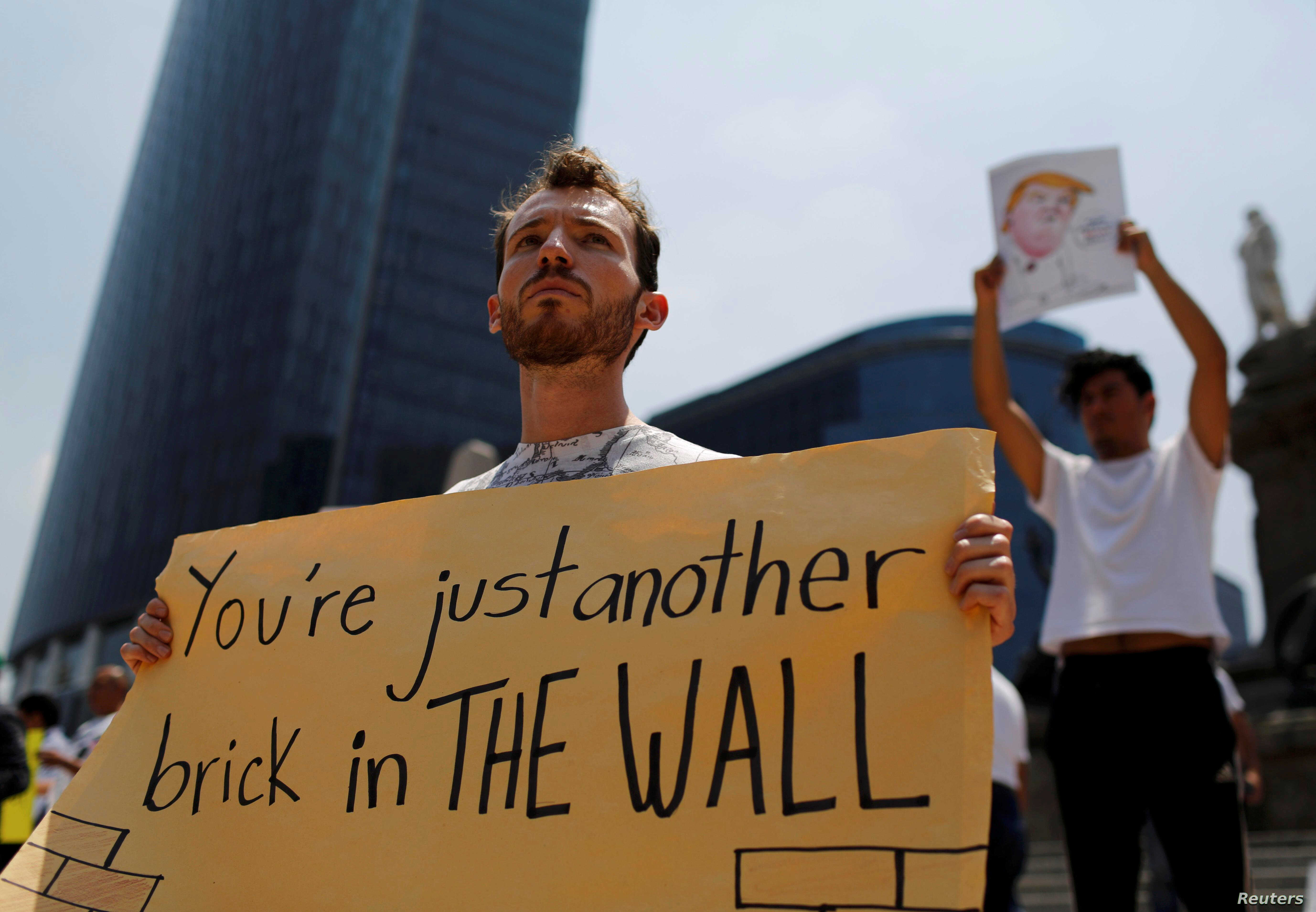 A demonstrator protests against the visit of U.S. Republican presidential candidate Donald Trump at the Angel of Independence monument in Mexico City, Mexico, Aug. 31, 2016.
