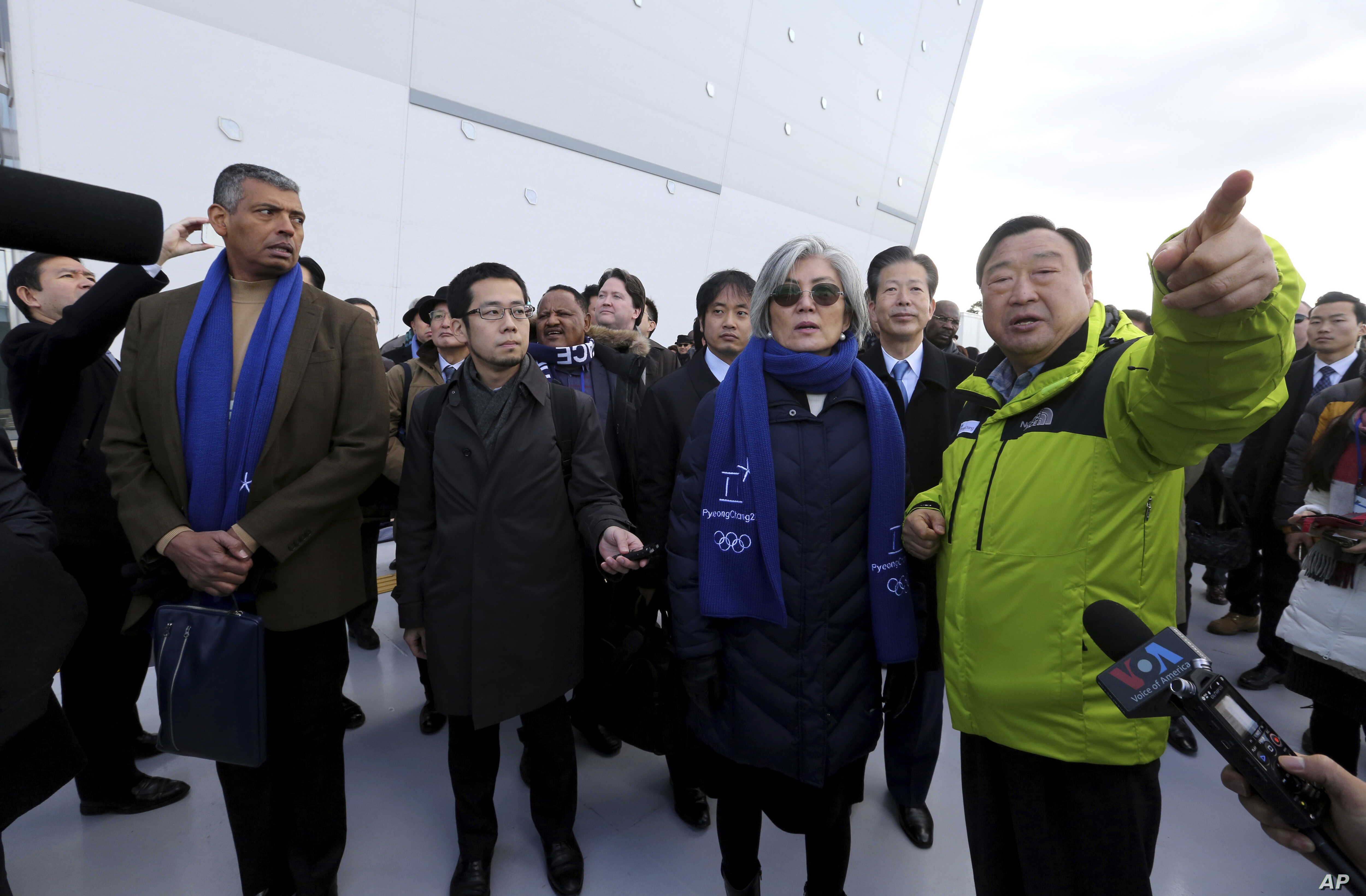 U.S. Gen. Vincent Brooks, left, commander of Combined Forces Command, South Korean Foreign Minister Kang Kyung-wha, third from right, and Natsuo Yamaguchi, second from right, head of the Komeito party that forms a governing coalition with Japanese Pr...