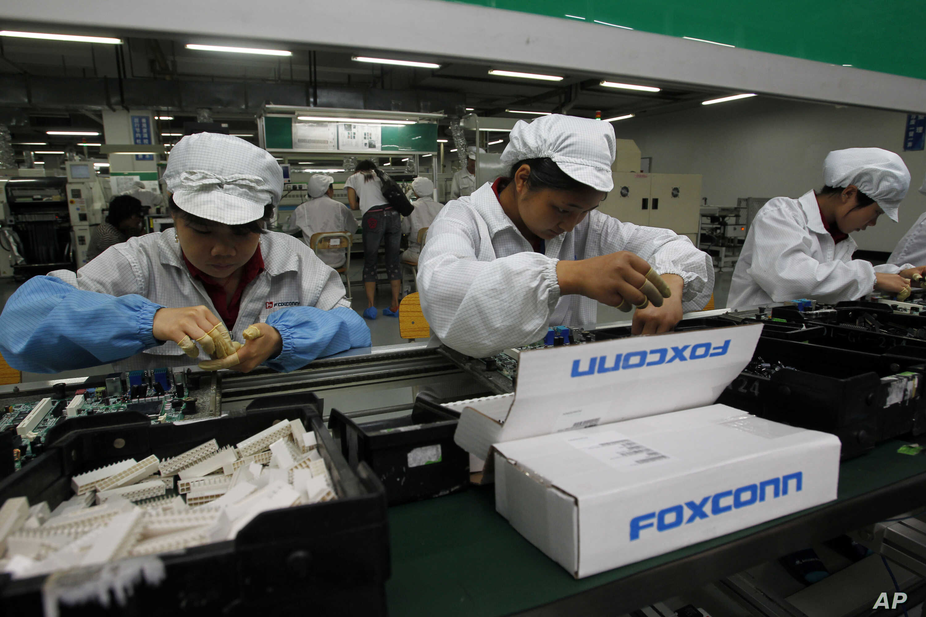 Apple Contractor Foxconn Shifts to Robot Technology | Voice