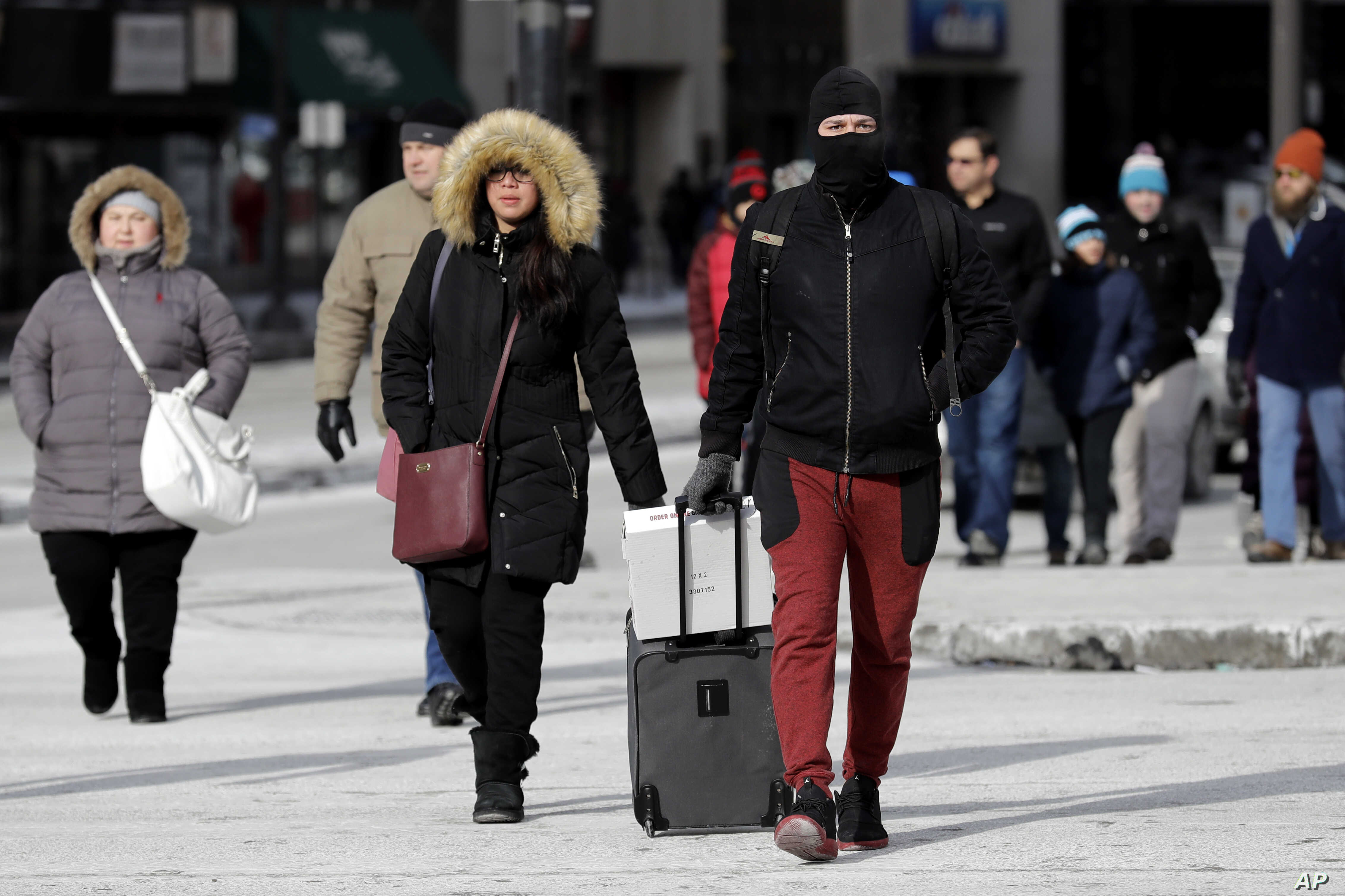Pedestrians are bundled up against frigid temperatures, in Chicago, Illinois, Dec. 31, 2017.
