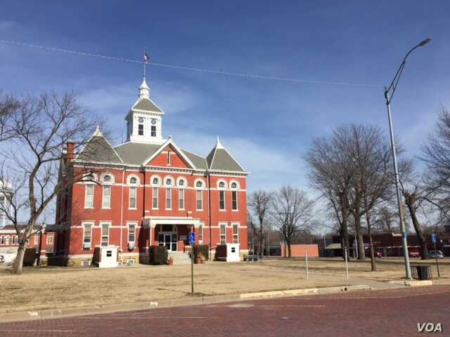 Yates Center, the seat of Woodson County, KS, is the Prairie Hay Capital of the World. (C. Presutti/VOA)