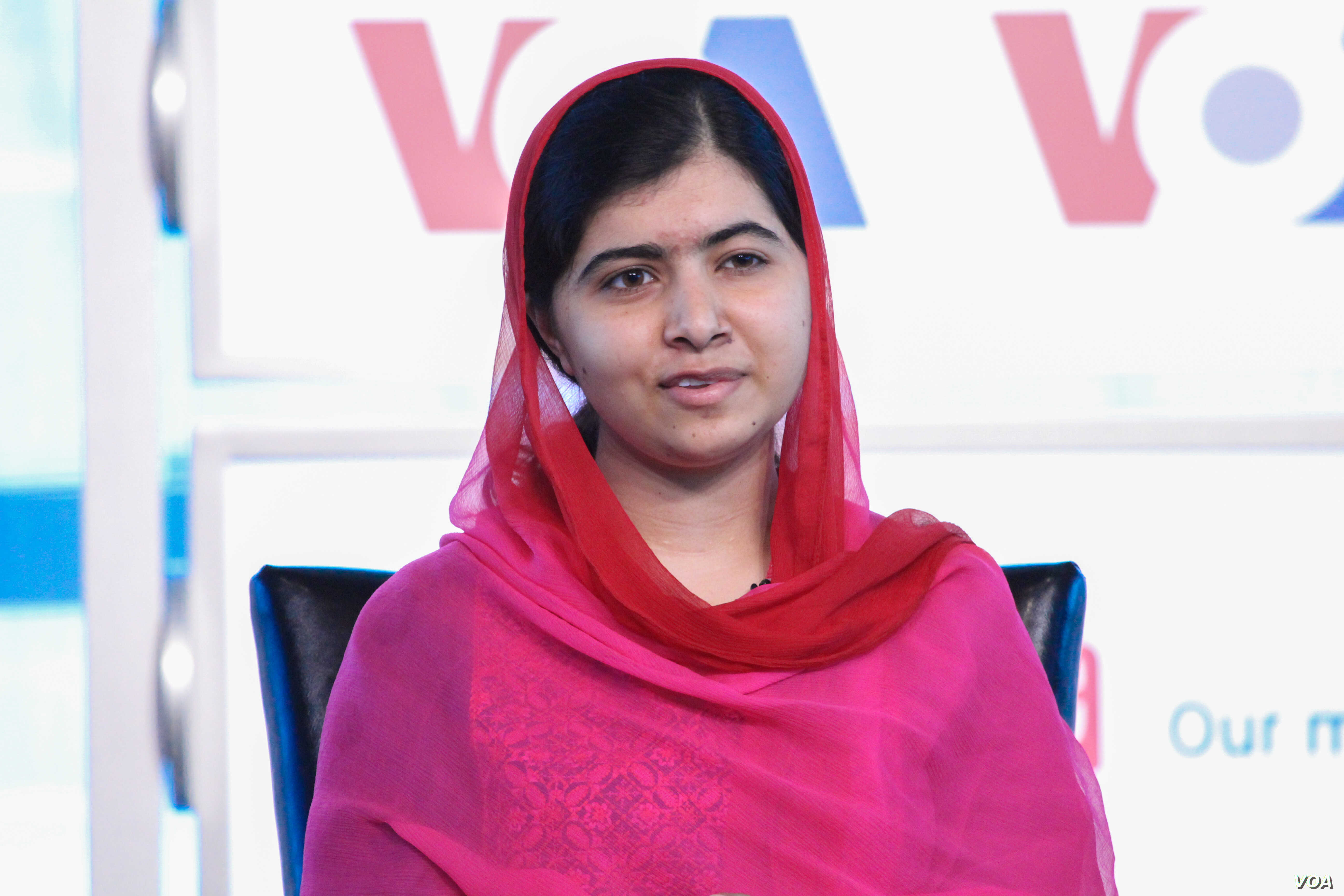 """VOA's Deewa Service hosted an event at the Newseum called """"Malala: Our time. Our place. Our moment in the human race"""" featuring Malala Yousafzai and her father, Ziauddin Yousafzai, Aug. 30, 2015."""