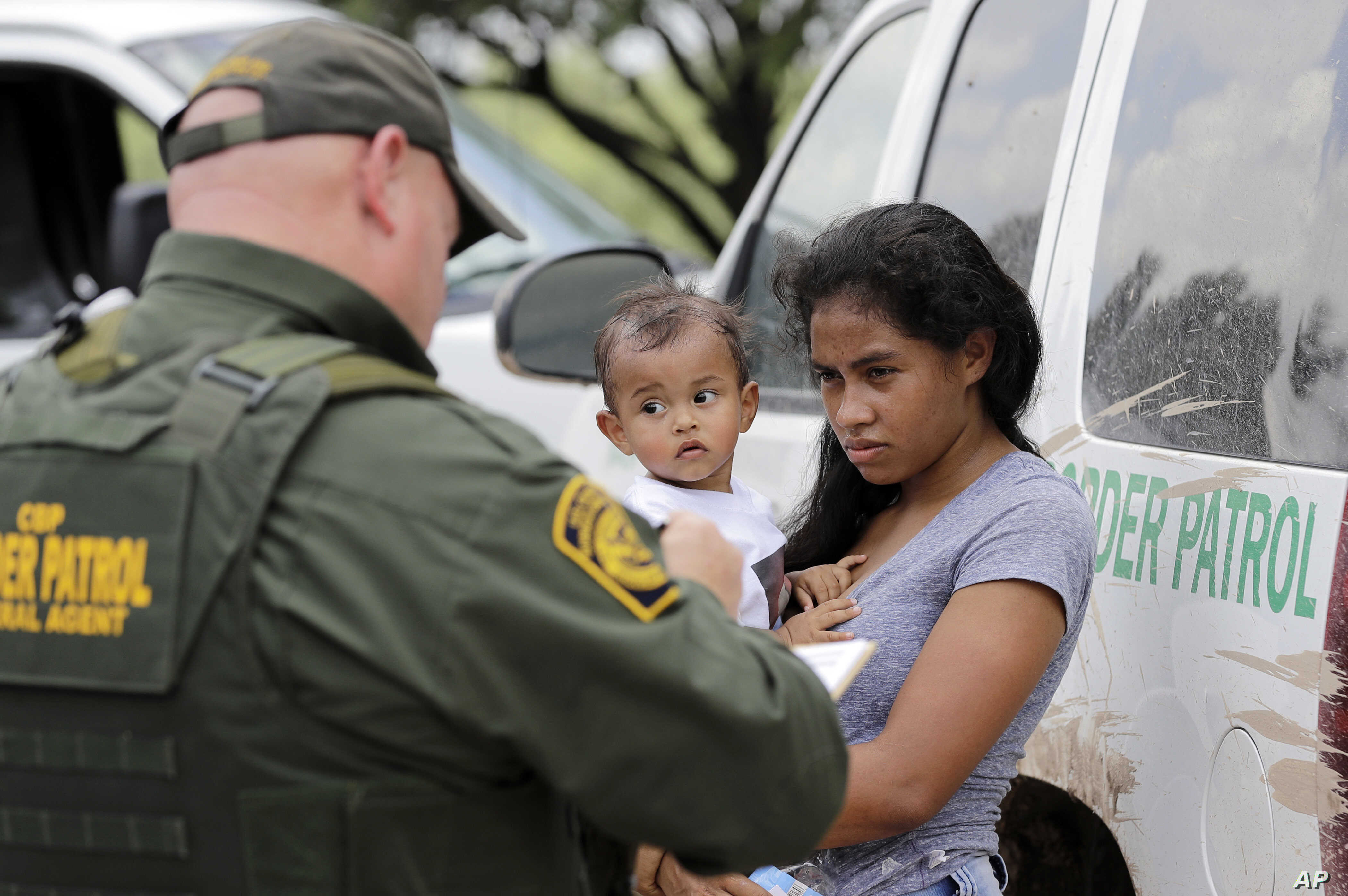 US-Mexico Border Arrests Drop Sharply in June | Voice of America