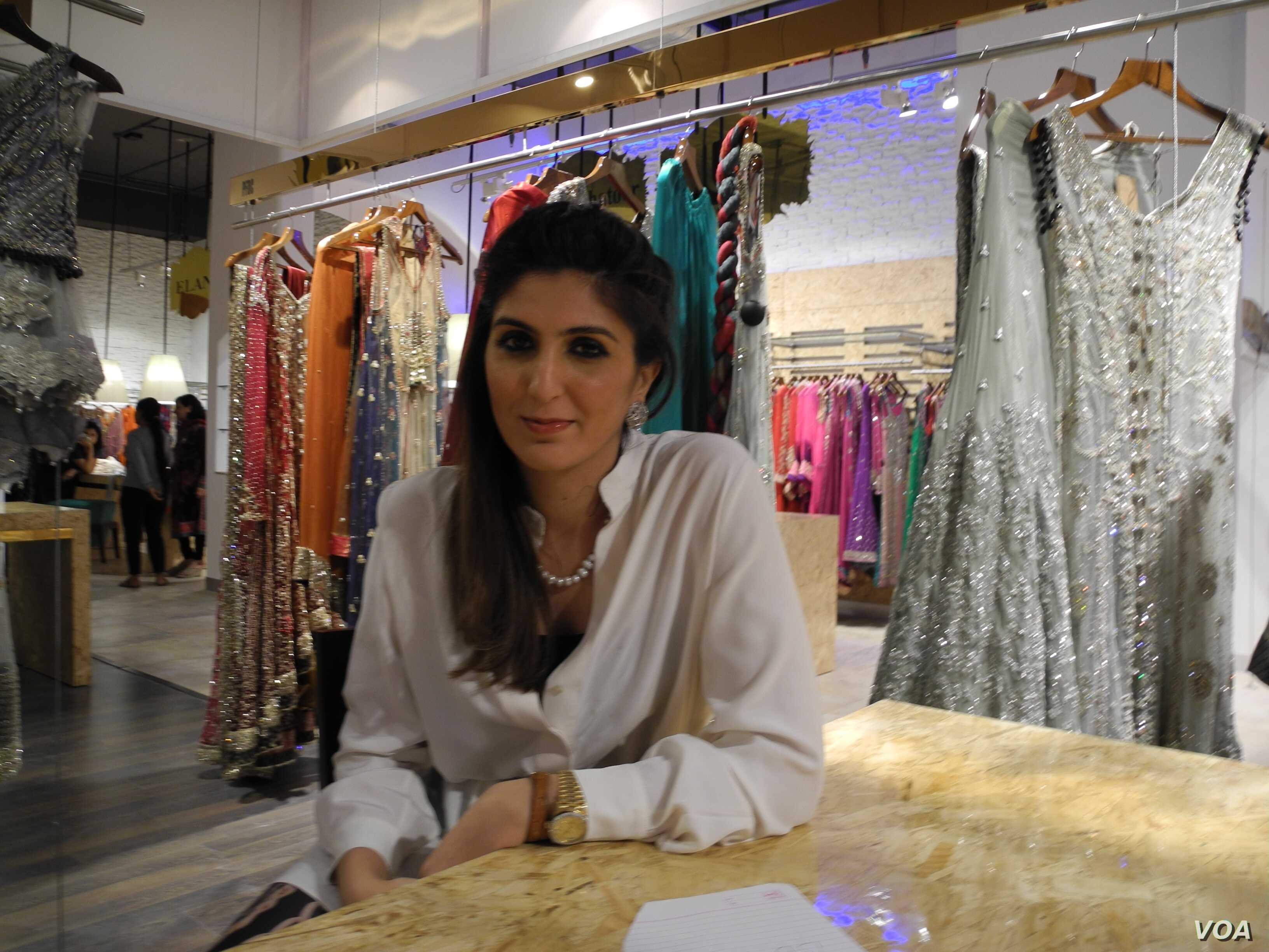 Pakistani Designer Clothing on Sale in India | Voice of