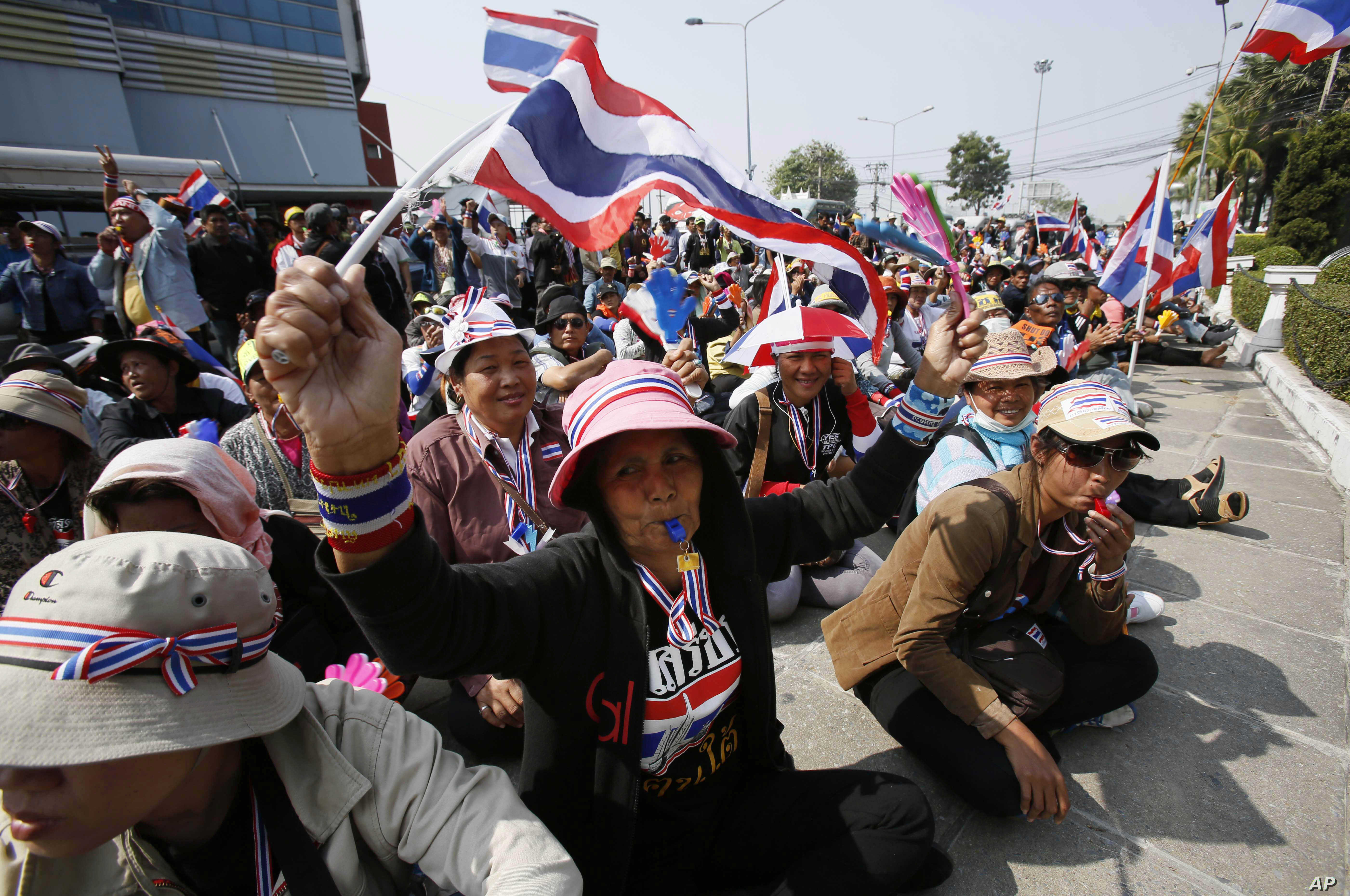 Anti-government protesters rally in Bangkok, Jan. 22, 2014.