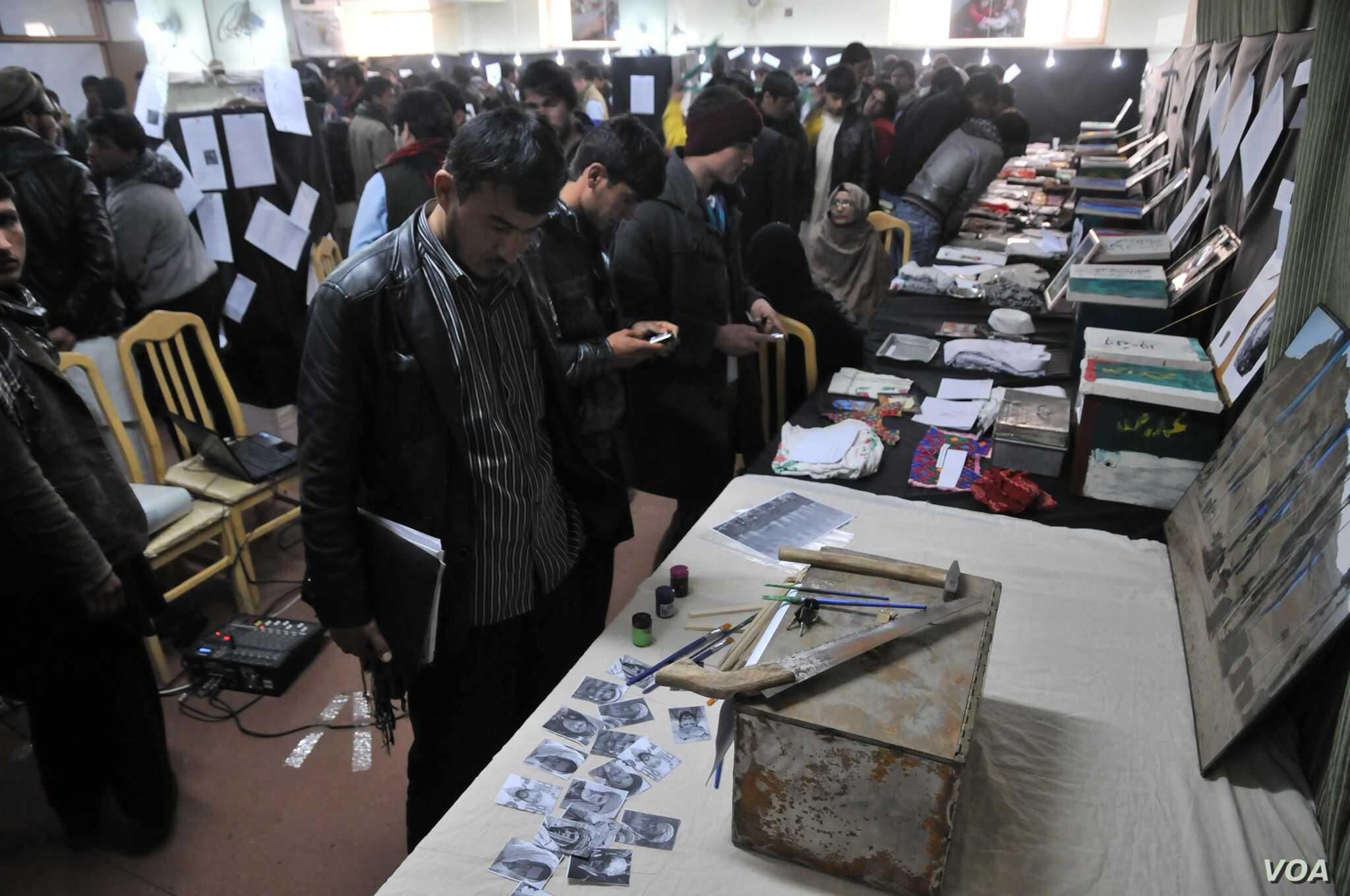 An exhibition of the memory boxes in Kabul, Afghanistan. (Photo: Afghanistan Human Rights and Democracy Organization)