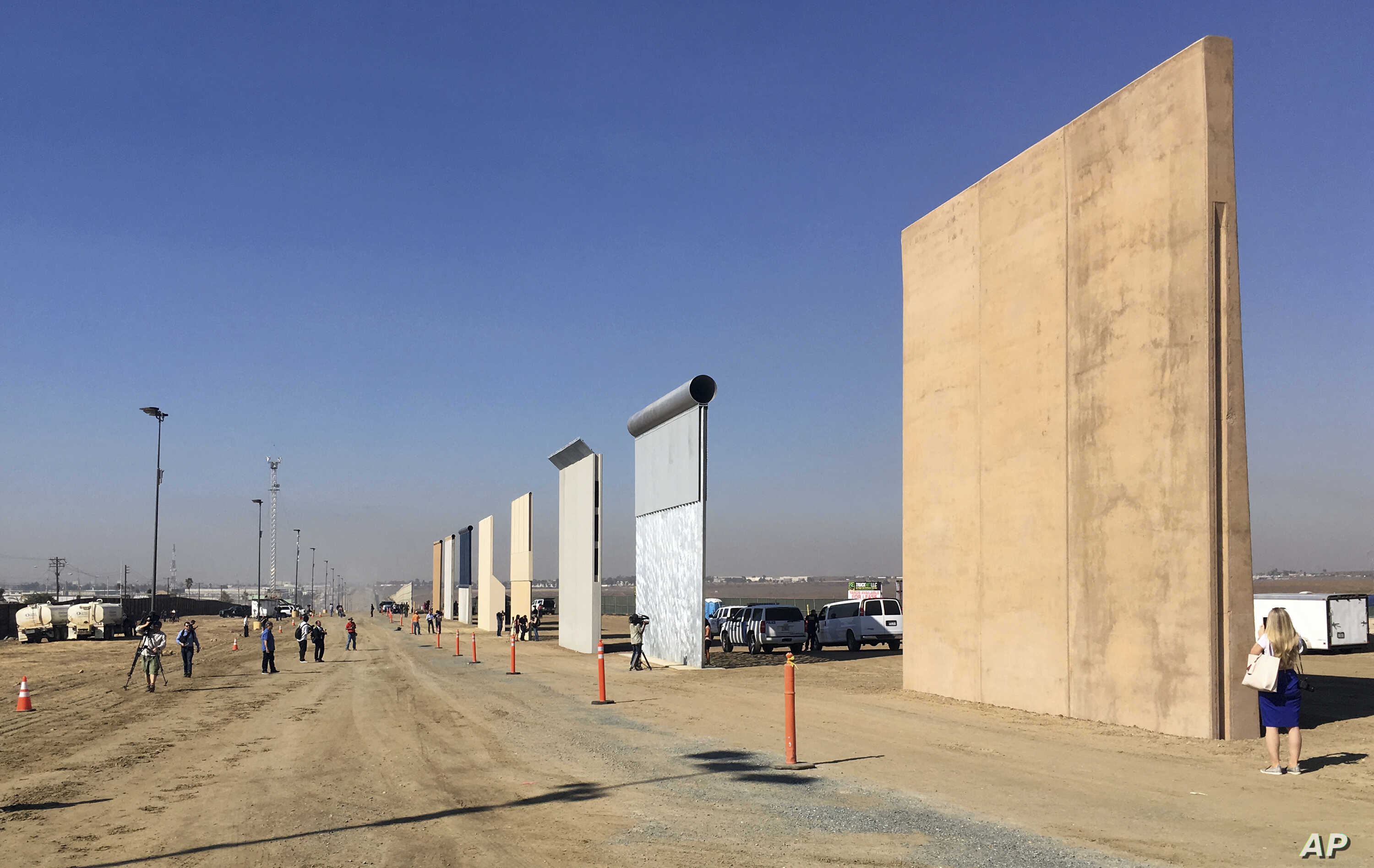 US-Mexico Border Wall Models Thwart US Commandos in Tests