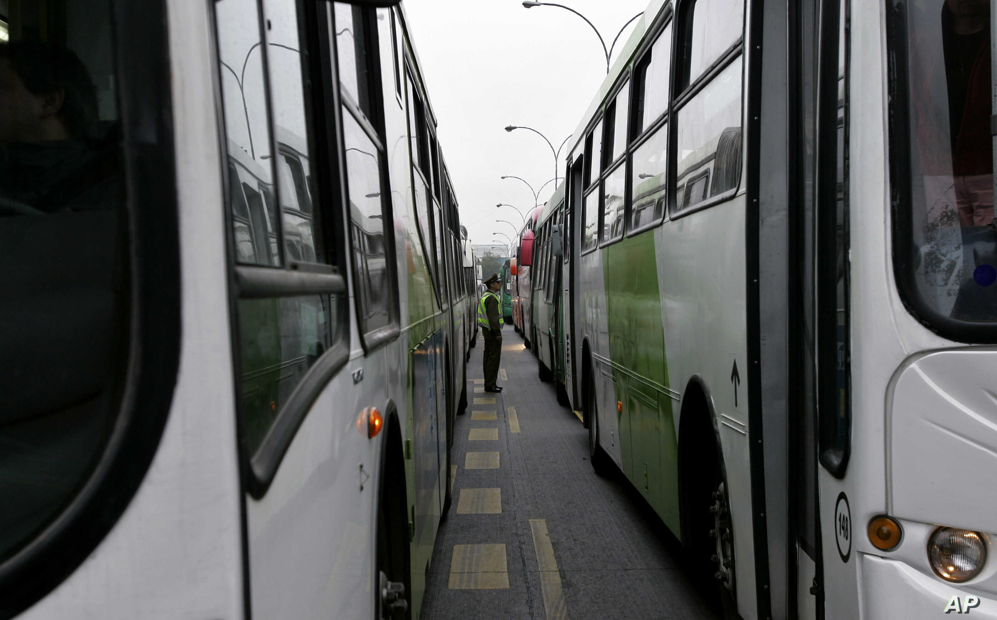 Chilean Capital Draws International Interest in $500M Bus Contract