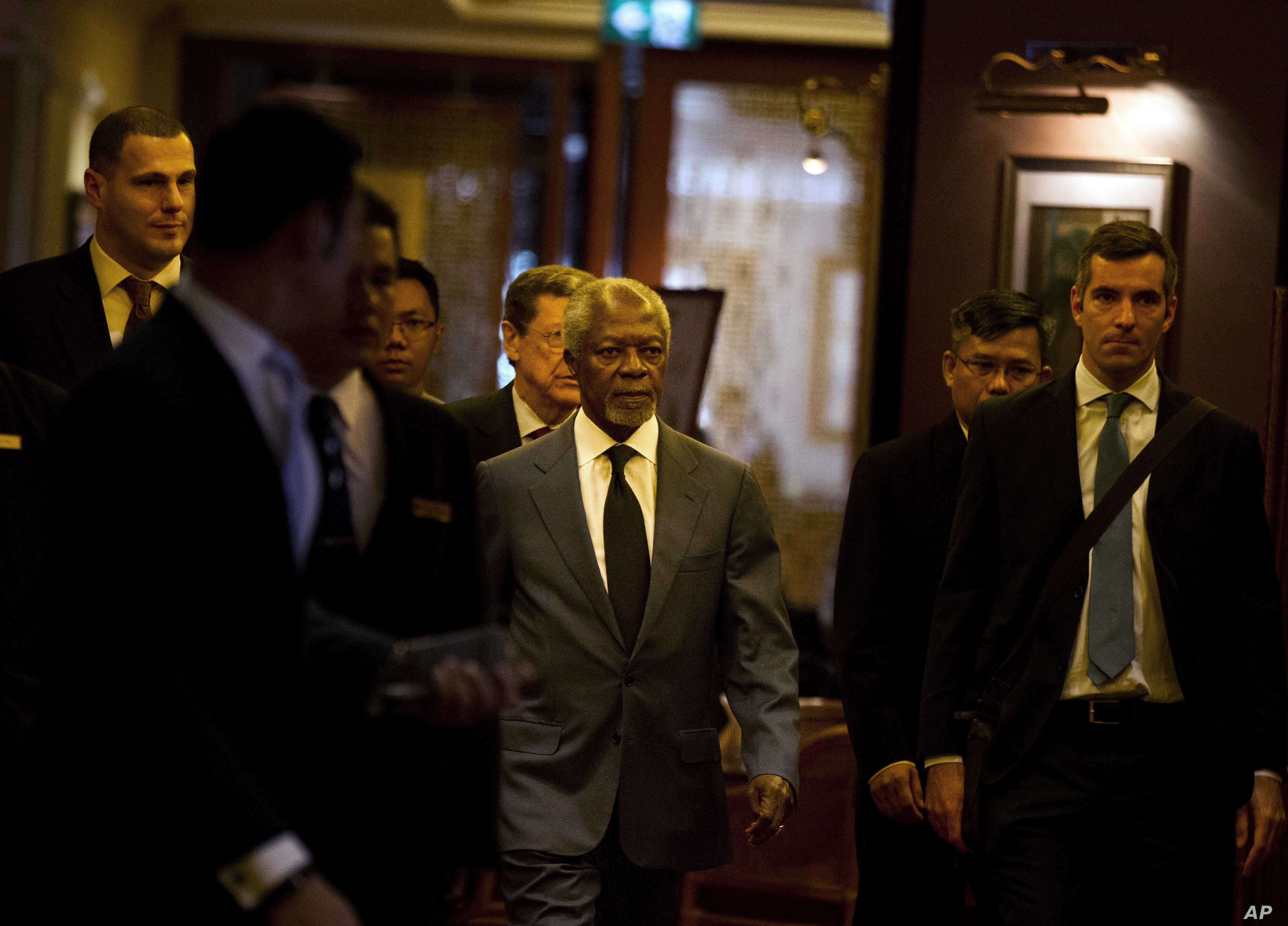 Former U.N. secretary general and chairman of the Advisory Commission on Rakhine state Kofi Annan, center, arrives for a press briefing on the final report on Rakhine state, Aug. 24, 2017, in Yangon, Myanmar.