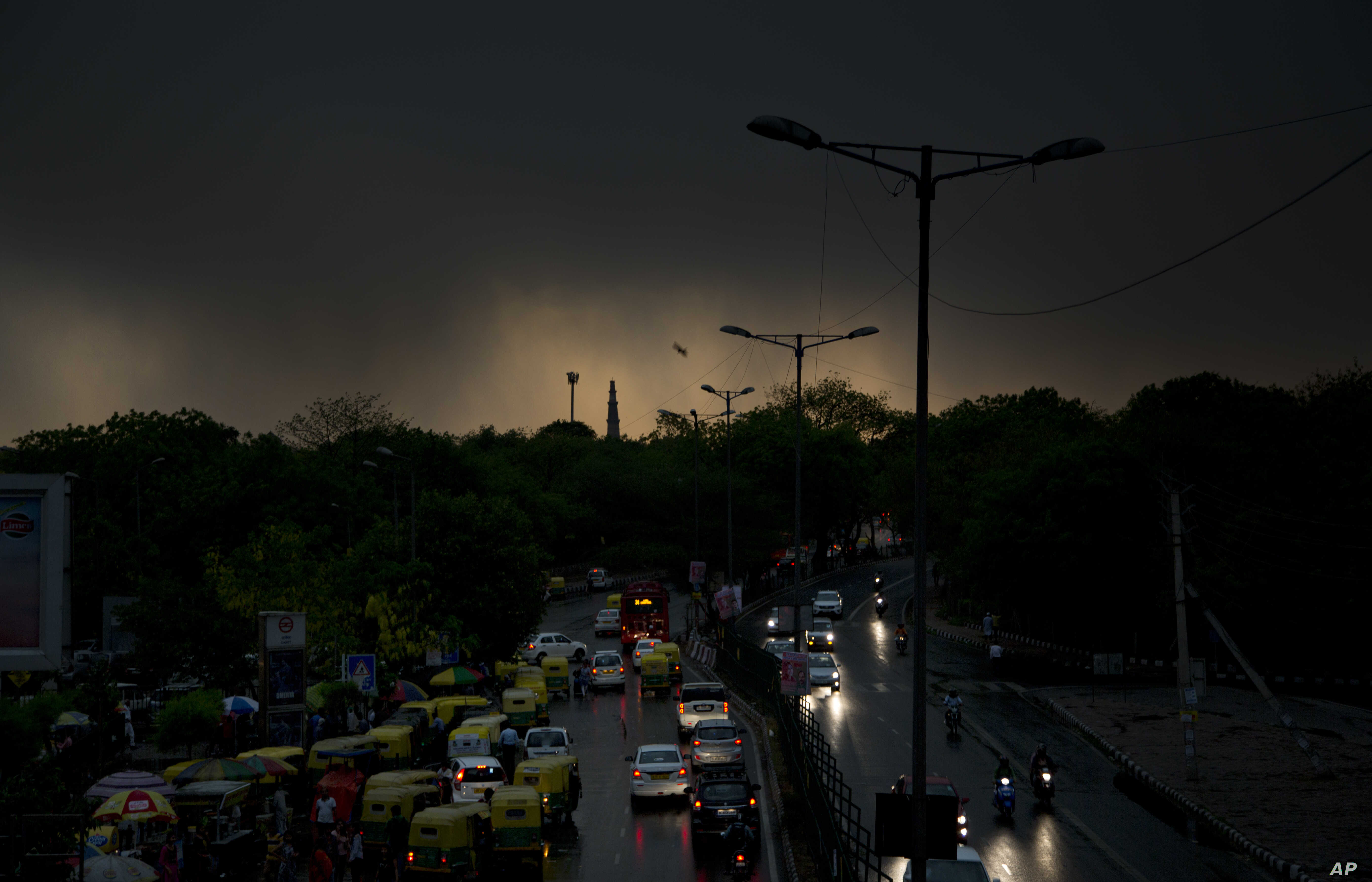 40 Killed in India Dust Storm, Heavy Rains   Voice of