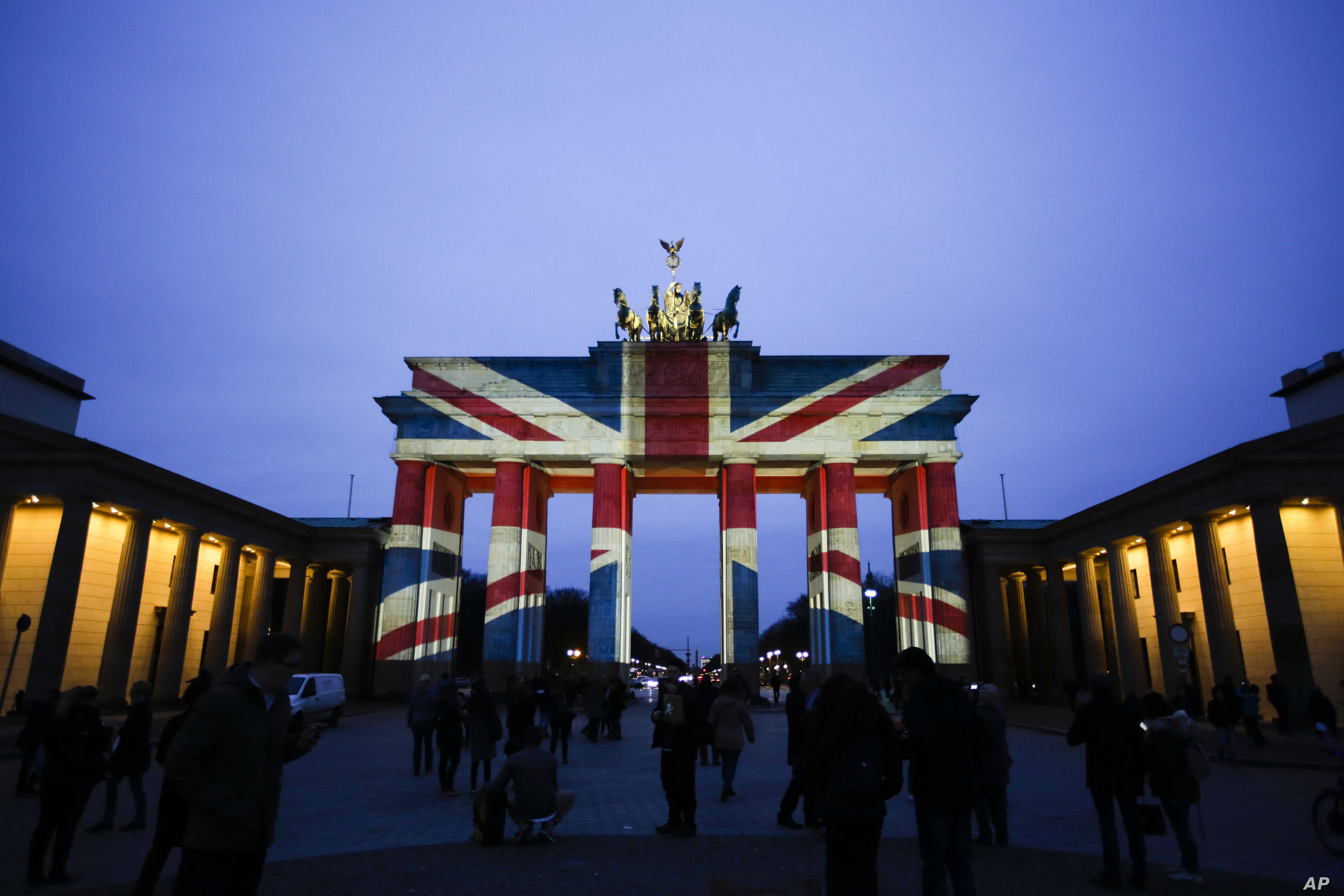 The Brandenburg Gate is illuminated with the British national flag to pay tribute to the victims of an attack in London, at the German capital in Berlin, March 23, 2017.