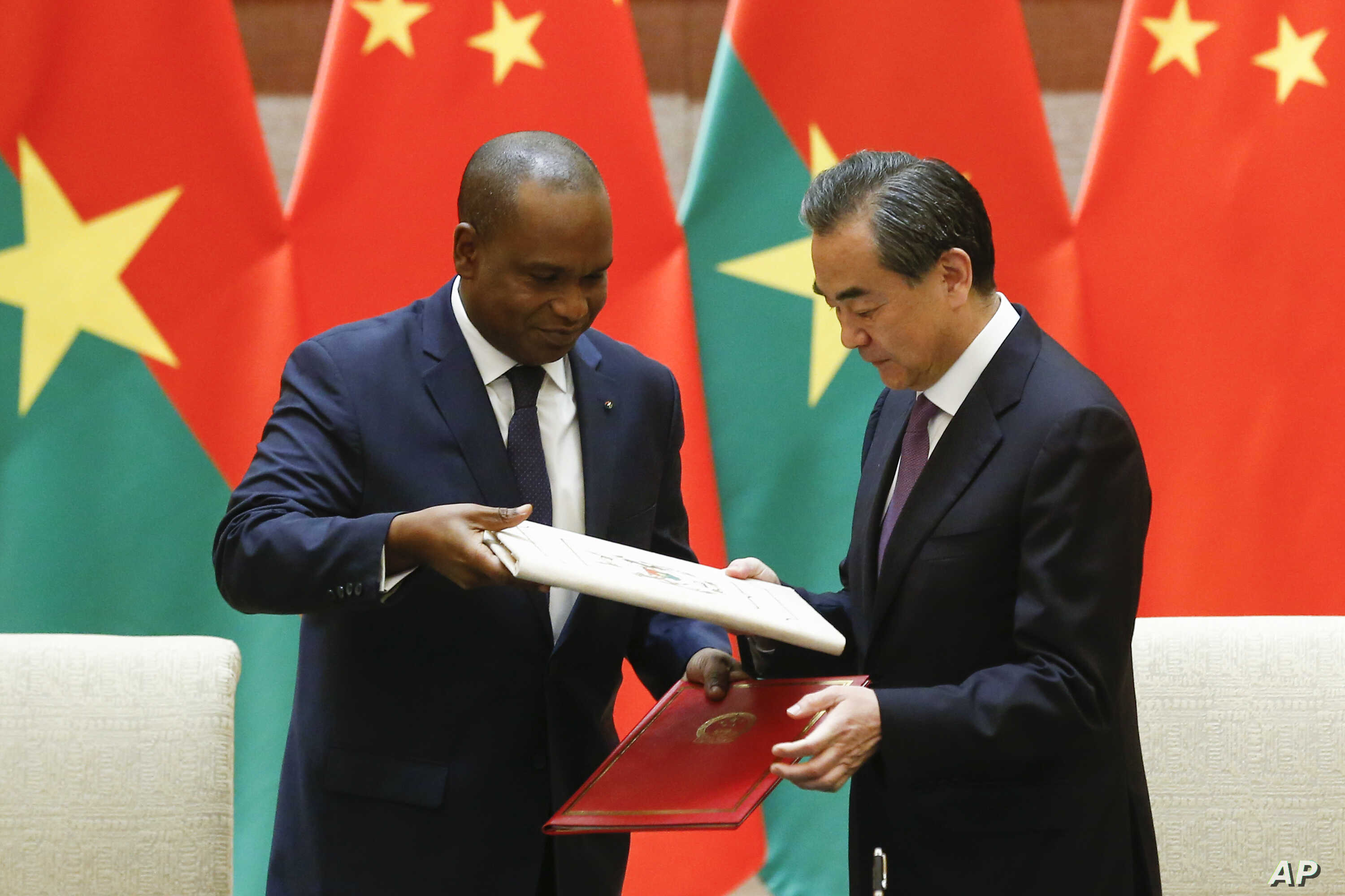 08a8188d86eca China's Foreign Minister Wang Yi, right, and Burkina Faso Foreign Minister  Alpha Barry attend a signing ceremony establishing diplomatic relations  between ...