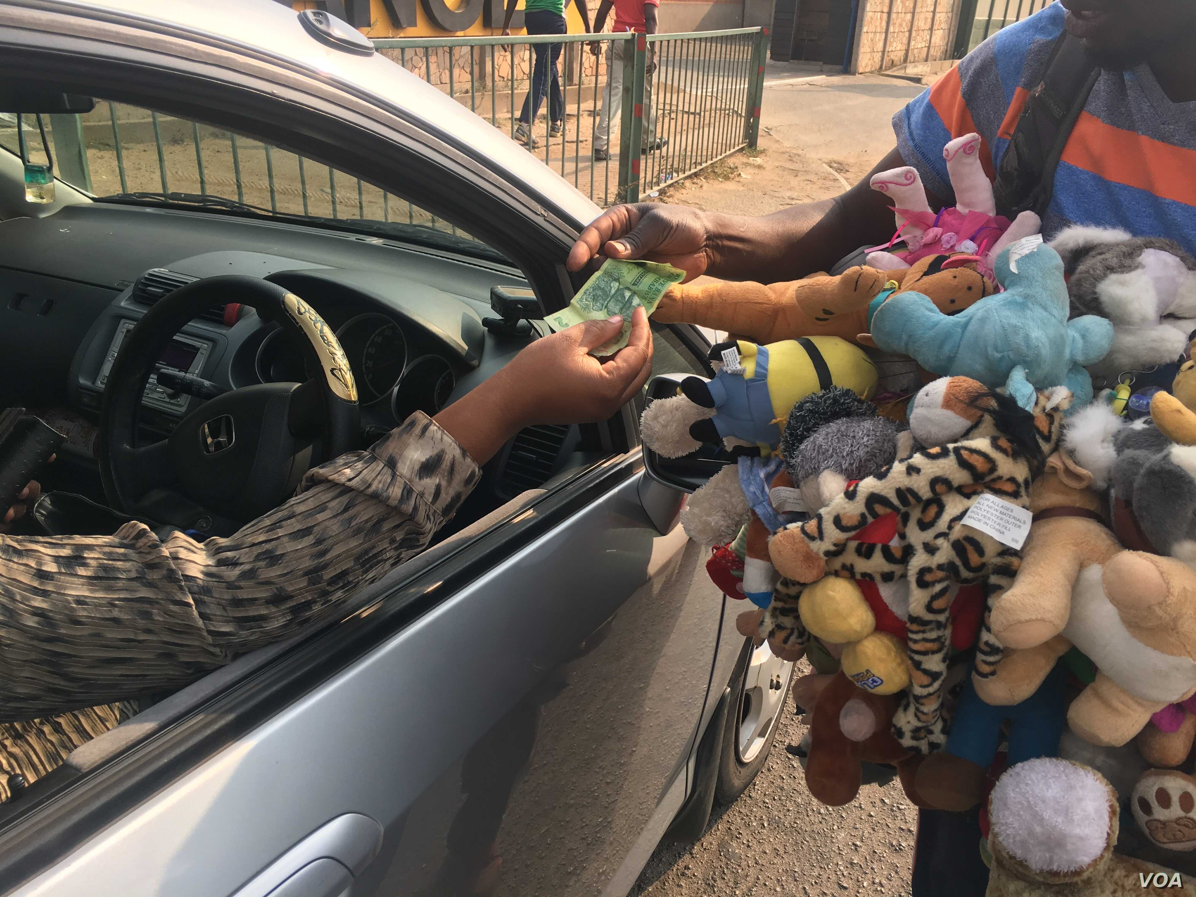 A vendor sells dolls at an intersection in central Harare, Zimbabwe, Oct. 2017. (S. Mhofu/VOA)