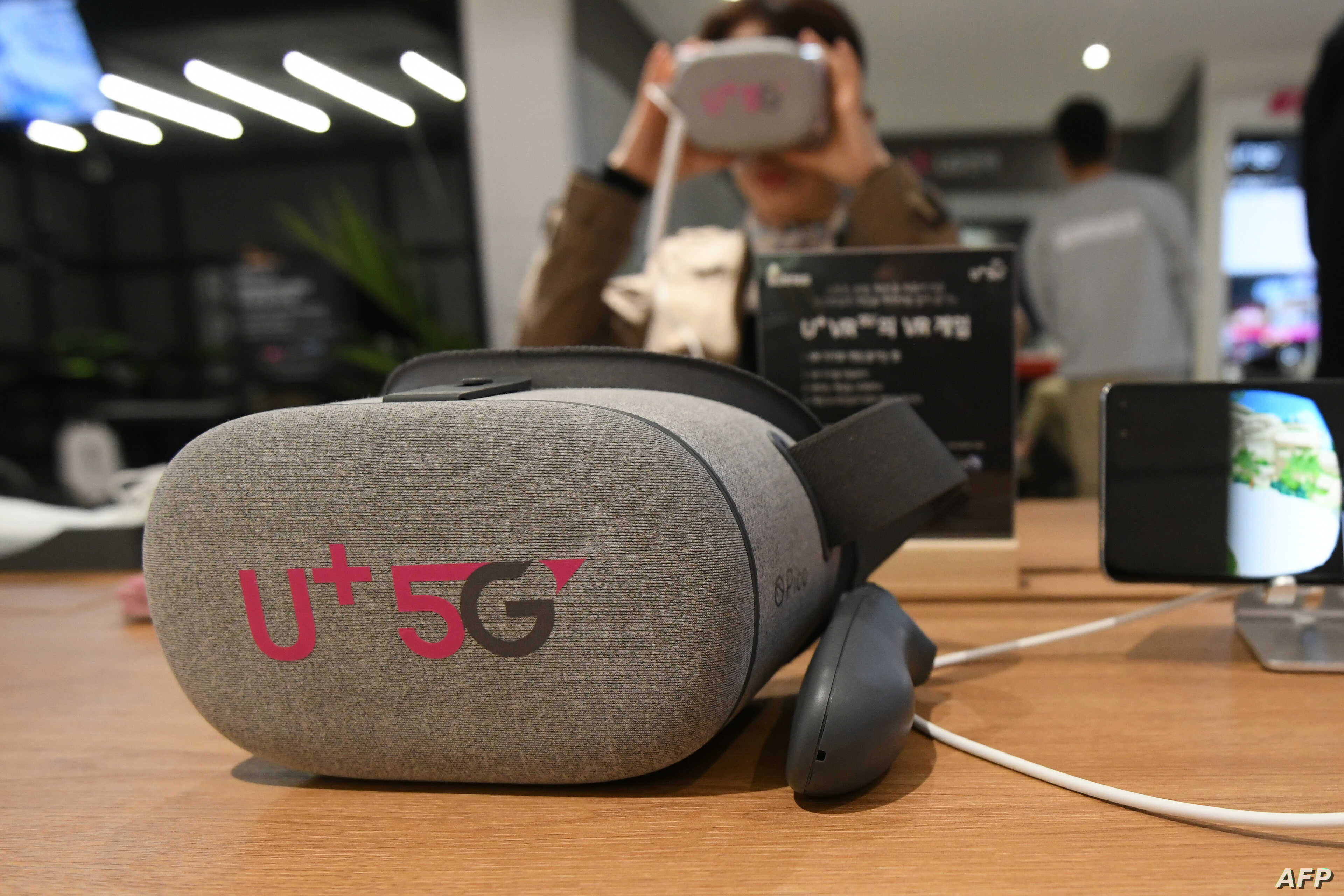 Visitors test a VR device using the 5G network at a pop-up store of South Korean telecom operator LG Uplus in Seoul, April 2, 2019.