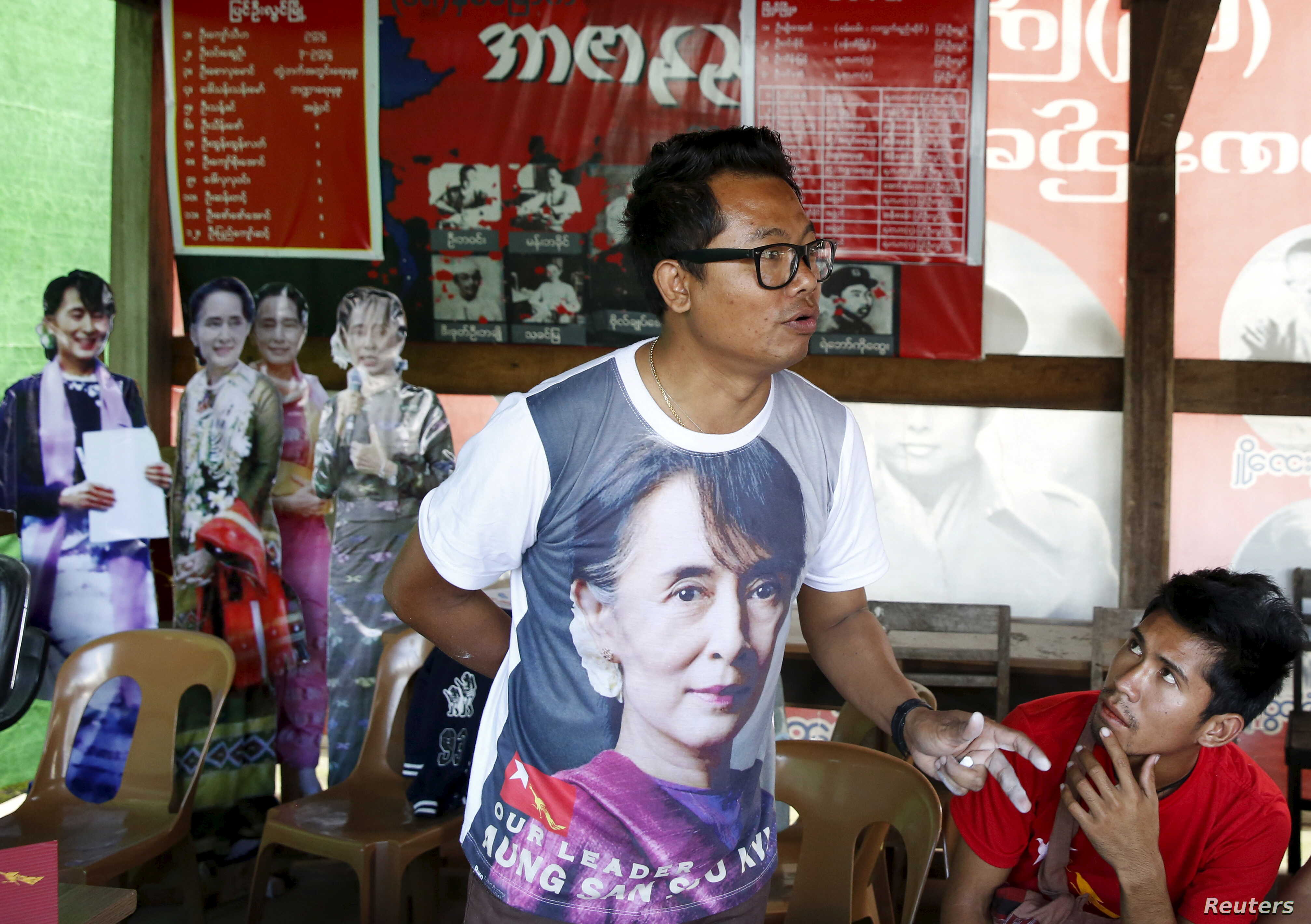 A National League for Democracy (NLD) supporter trains election scrutineers ahead of Sunday's general election in Pyin Oo Lwin, Myanmar, Nov. 6, 2015.