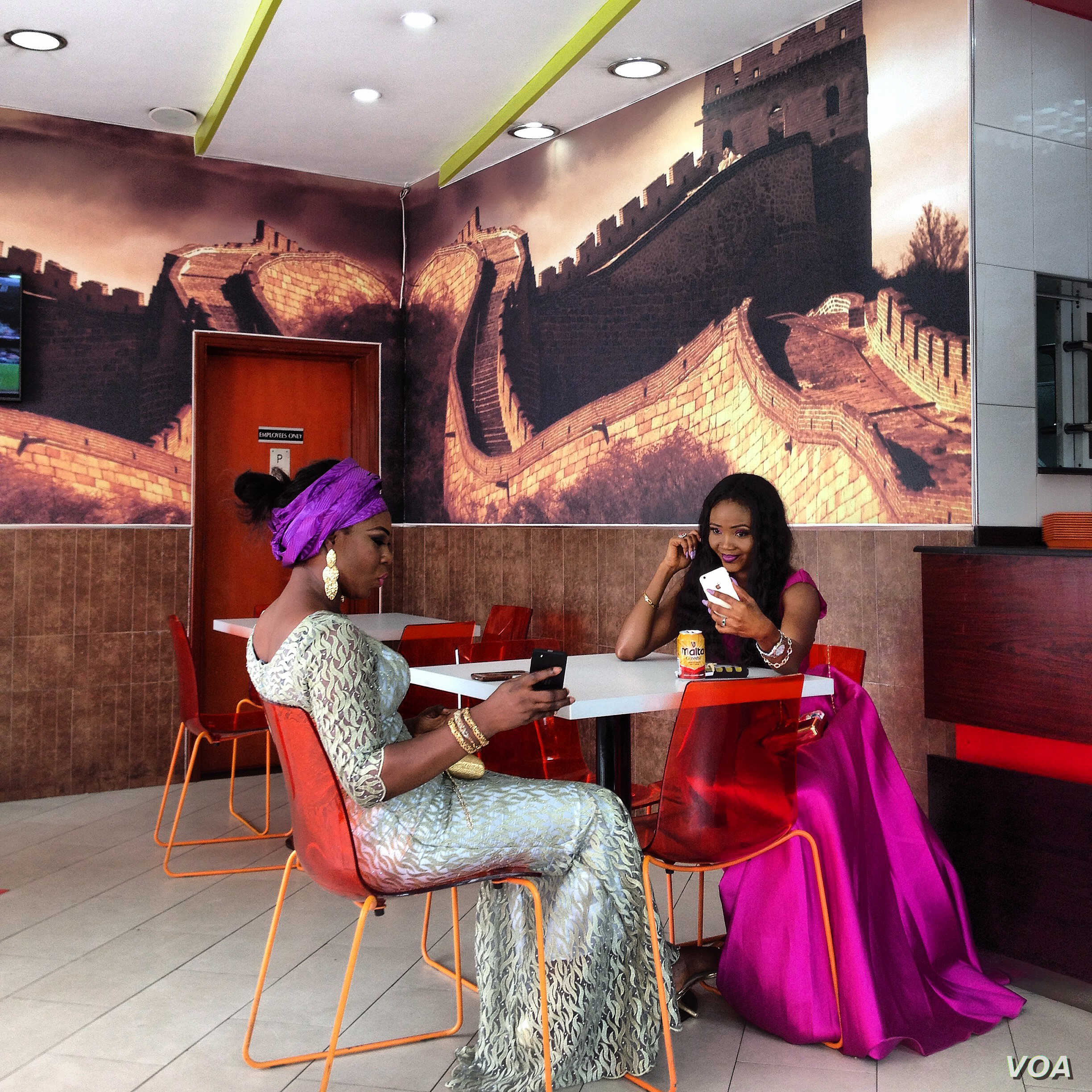 Andrew Esiebo: Two women and their cell phones in Lagos, Nigeria