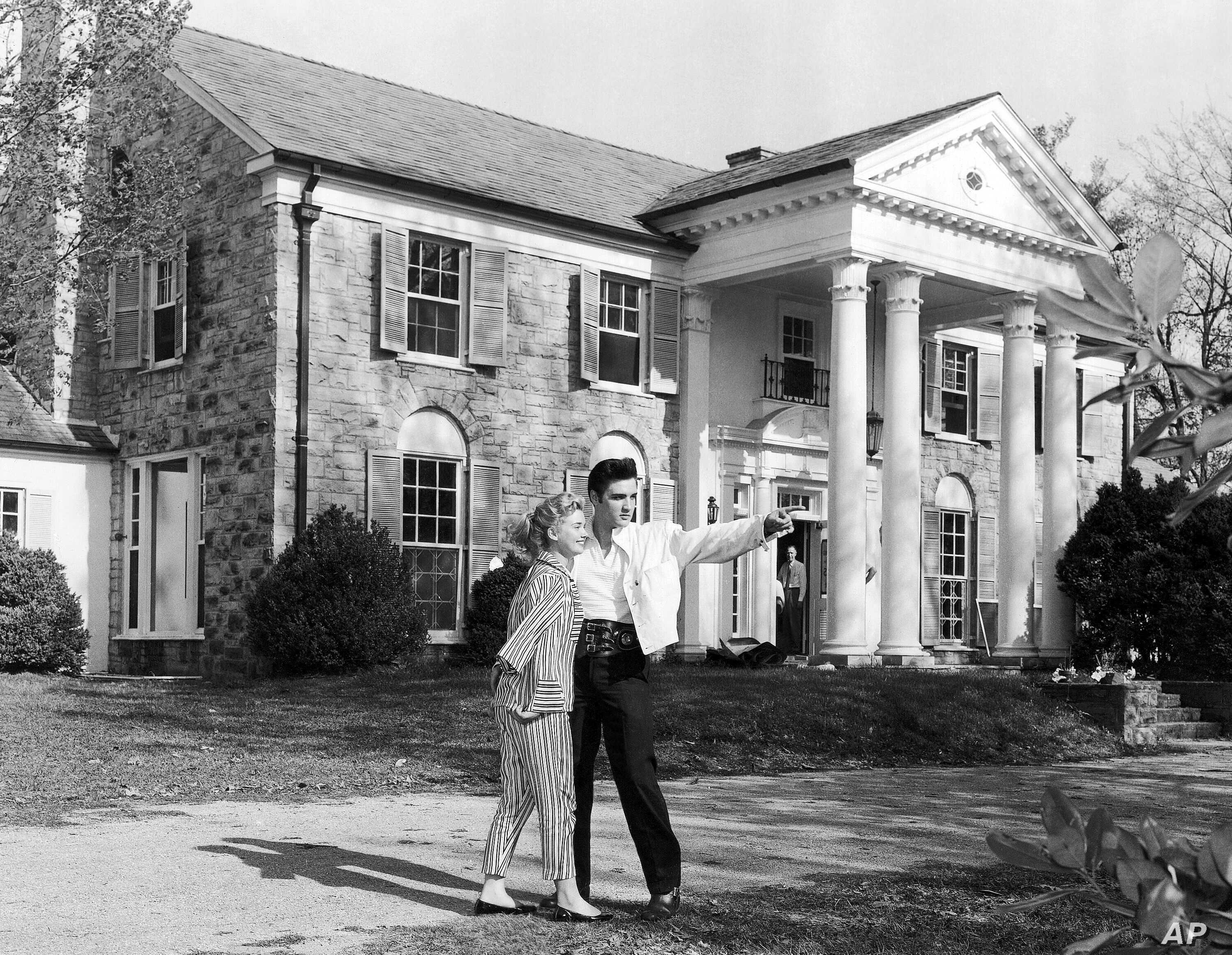 Elvis Presley's Graceland Estate Opened to Public on This Day in ...