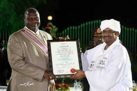 Sudanese President Omar al-Bashir, right, organized a peace award ceremony in Khartoum over the weekend of Sept. 21, 2018 to reward South Sudan Rebel leader Riek Machar, left, for signing the revitalized peace deal.