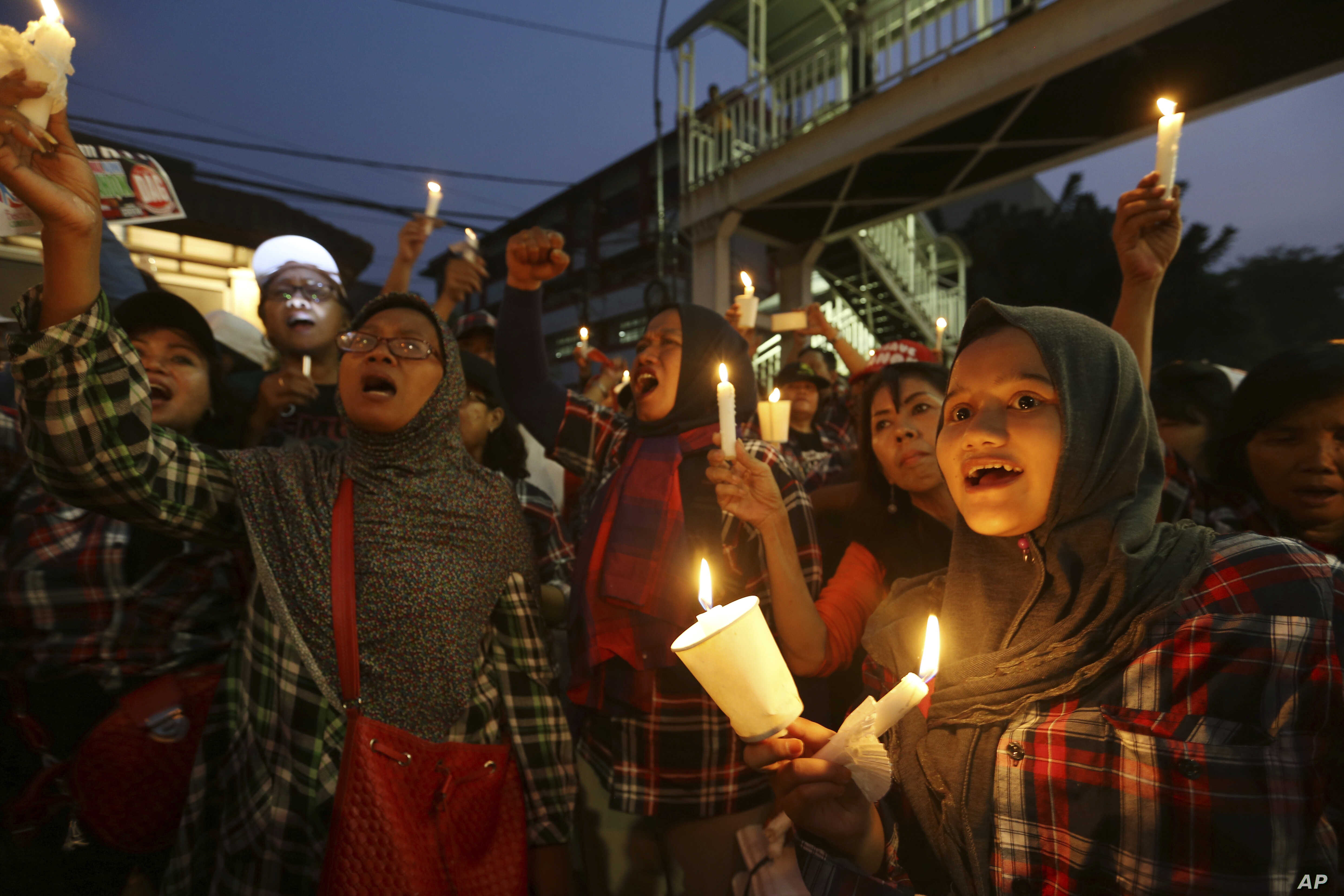 """Supporters of Jakarta Gov. Basuki """"Ahok"""" Tjahaja Purnama who is imprisoned for blaspheming Islam shout slogans during a protest outside the High Court in Jakarta, Indonesia, May 16, 2017. The imprisonment of the Christian politician has triggered an ..."""