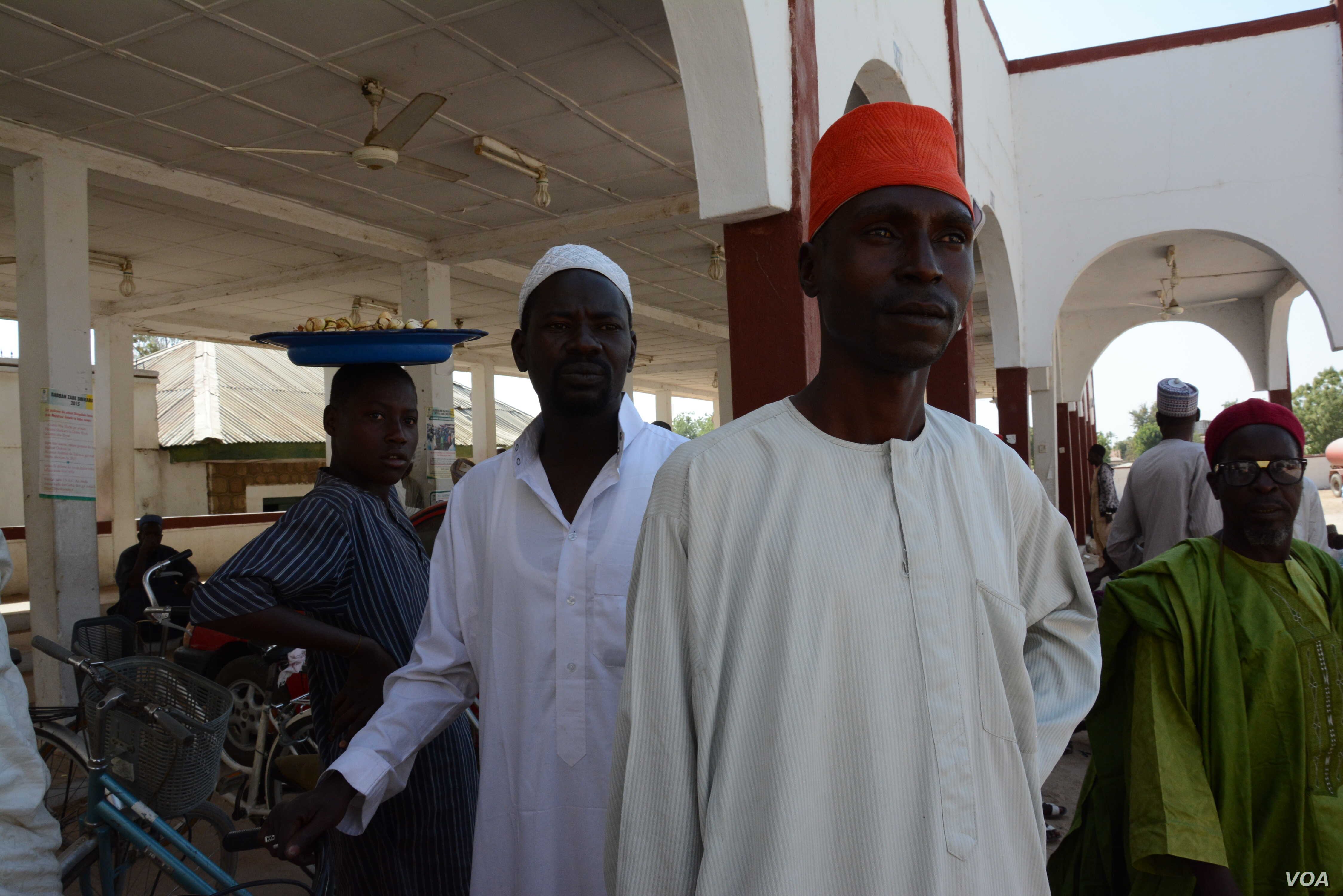 When the insurgents entered Mubi, the emir fled. His servants however stayed behind to guard the palace. (Katarina Höije/VOA News)