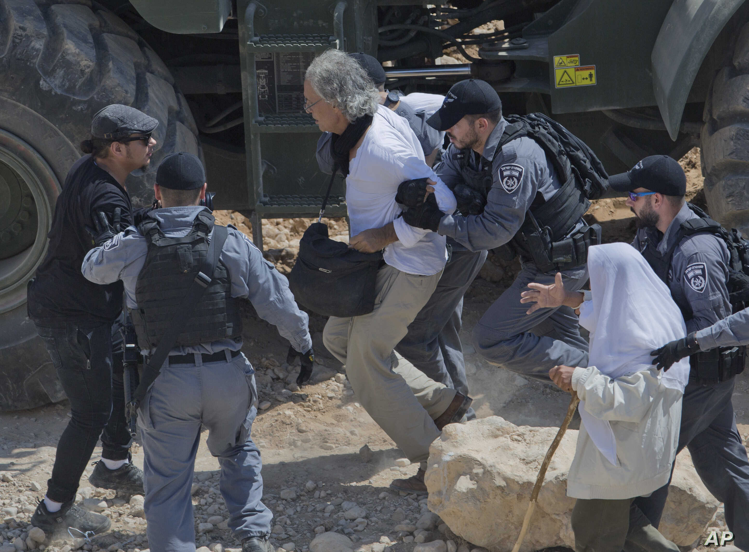 Israeli border police arrest American university professor Frank Romano in the West Bank Bedouin community of Khan al-Ahmar, Sept. 14, 2018. A lawyer for Romano says he was detained by Israeli police for allegedly trying to disrupt the work of securi...