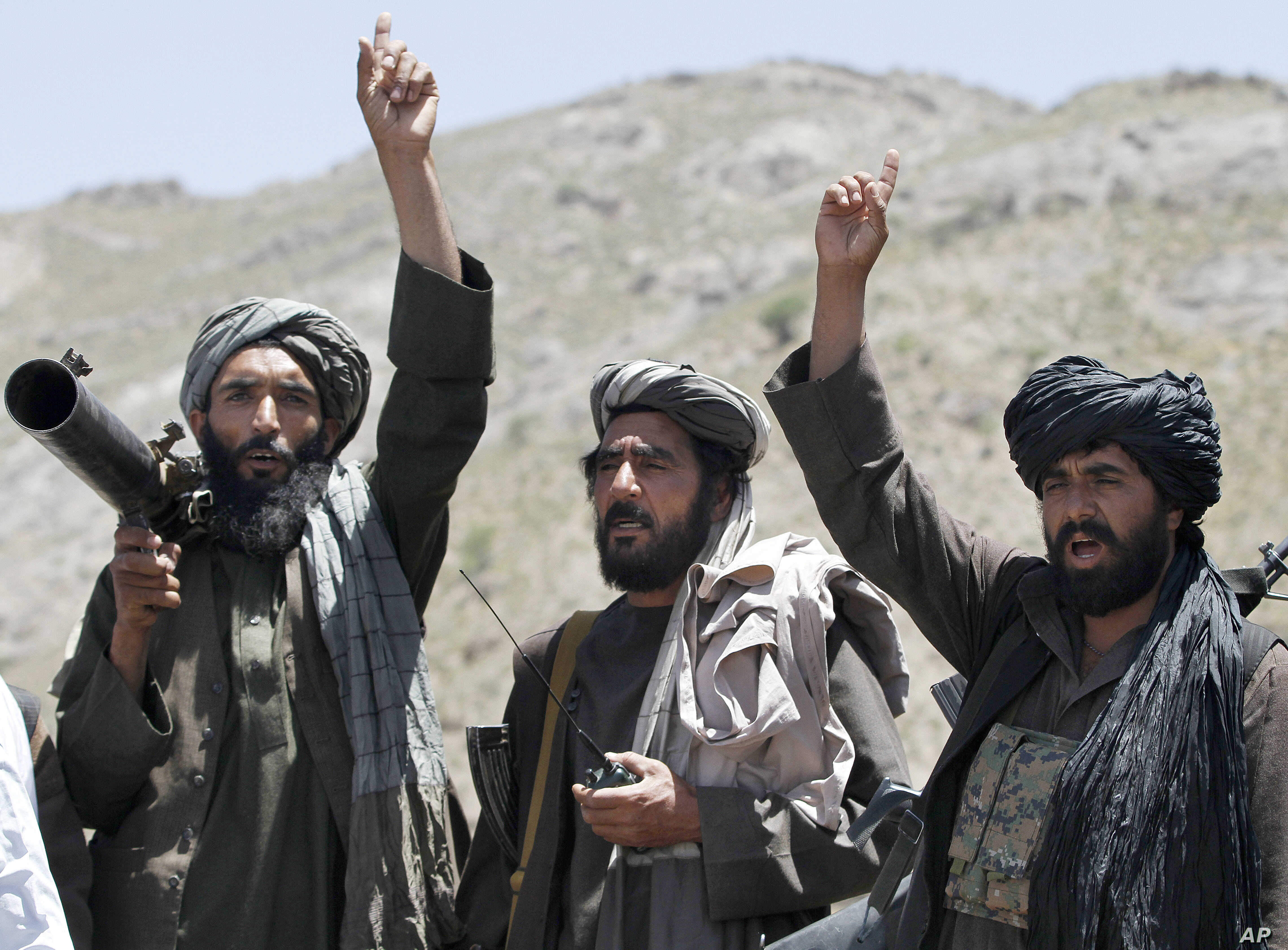 Taliban fighters listen to senior leader of a breakaway faction of the Taliban in Shindand district of Herat province, Afghanistan, May 27 2016.