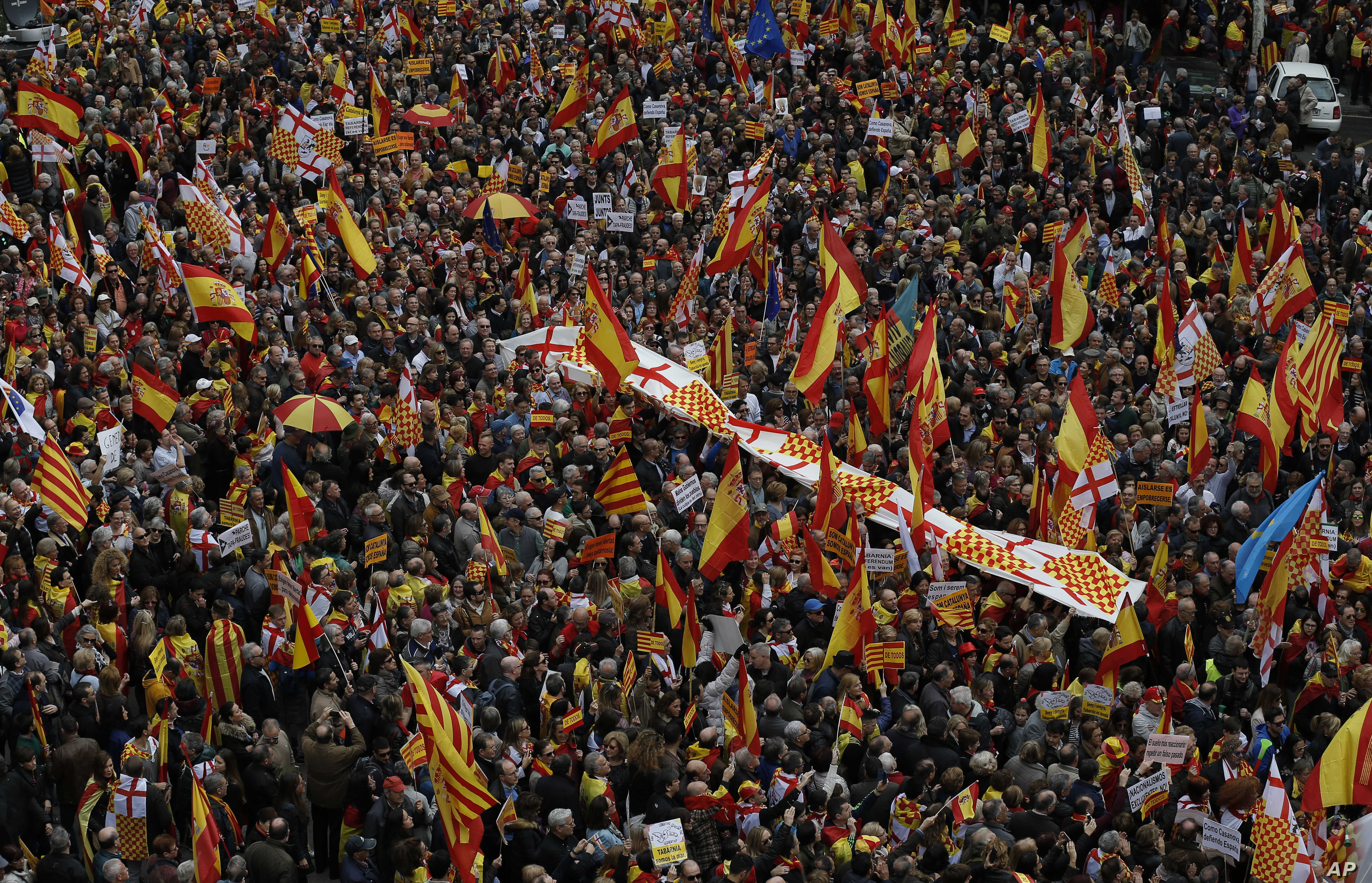 Pro-Unity Spaniards March with Facetious Movement in