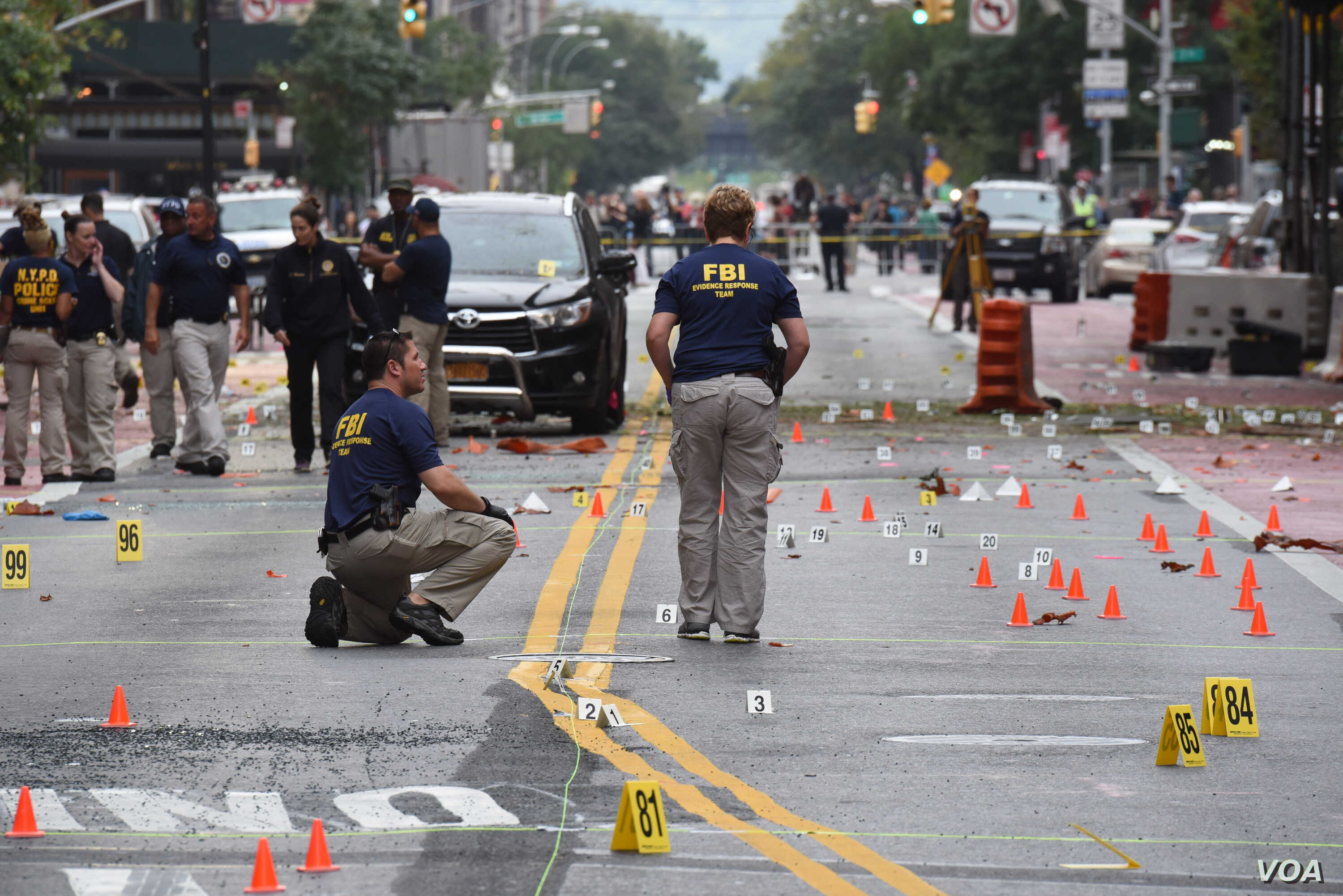 Governor Andrew M. Cuomo receives a briefing from authorities on the explosion in Manhattan on 23rd Street. (Photo: Don Pollard/ Office of Governor Andrew M. Cuomo)
