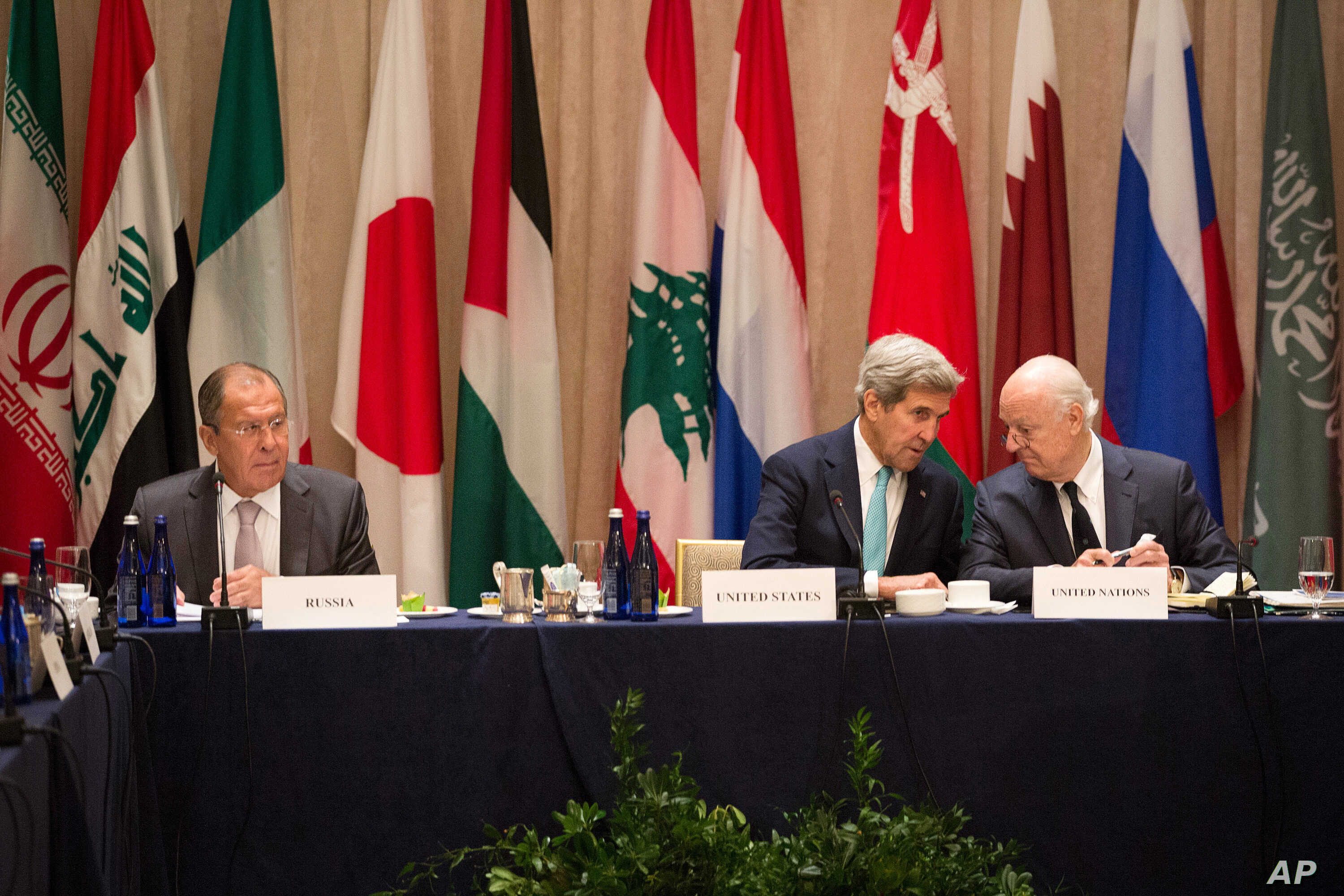 U.S. Secretary of State John Kerry (C) sits with United Nations special envoy to Syria, Staffan de Mistura (R) and Russian Foreign Minister Sergei Lavrov during a meeting of the International Syria Support Group, Sept. 20, 2016, in New York.