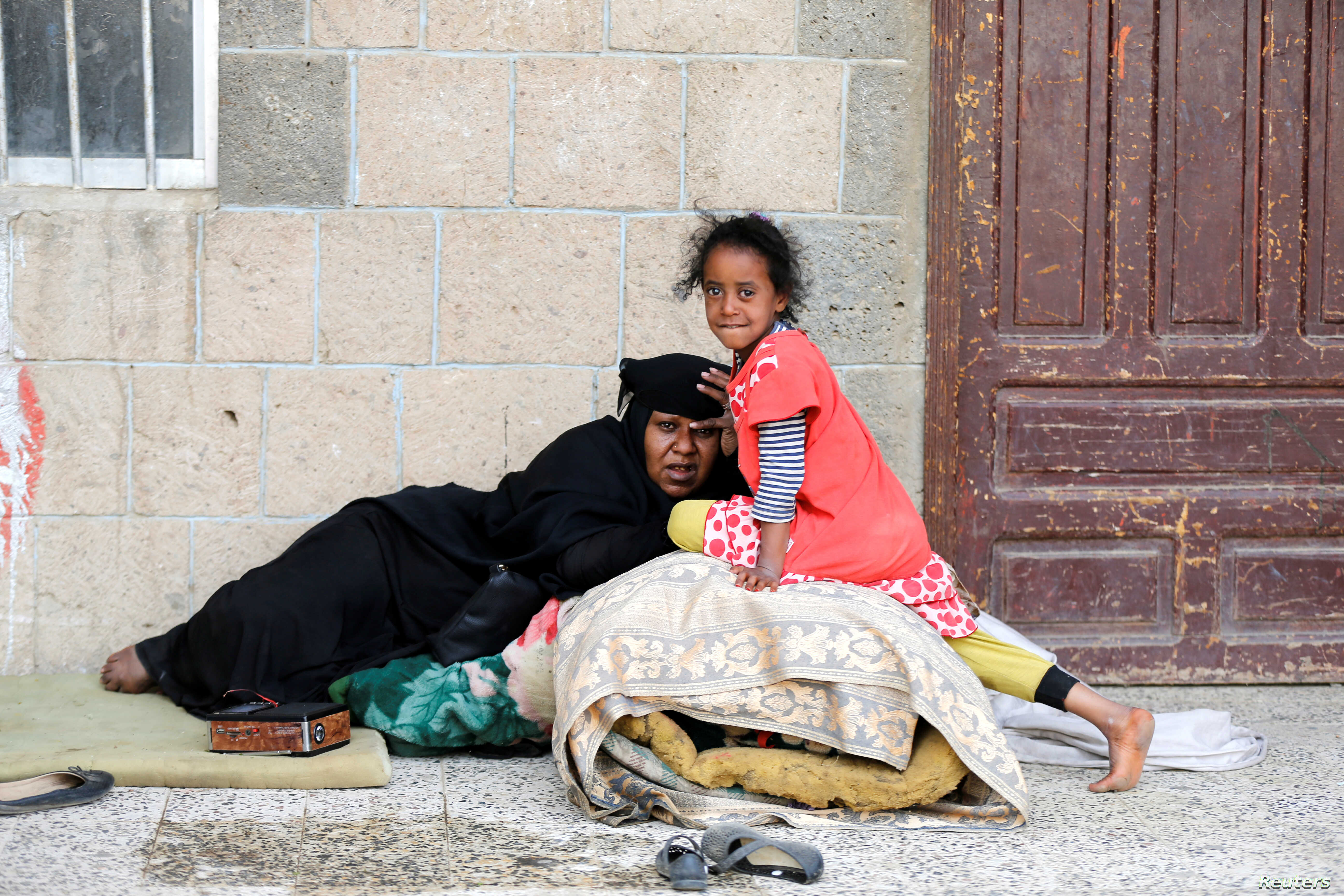 A woman and a girl displaced by the fighting in the Red Sea port city of Hodeida rest at a school where internally displaced people live in Sanaa, Yemen, June 26, 2018.