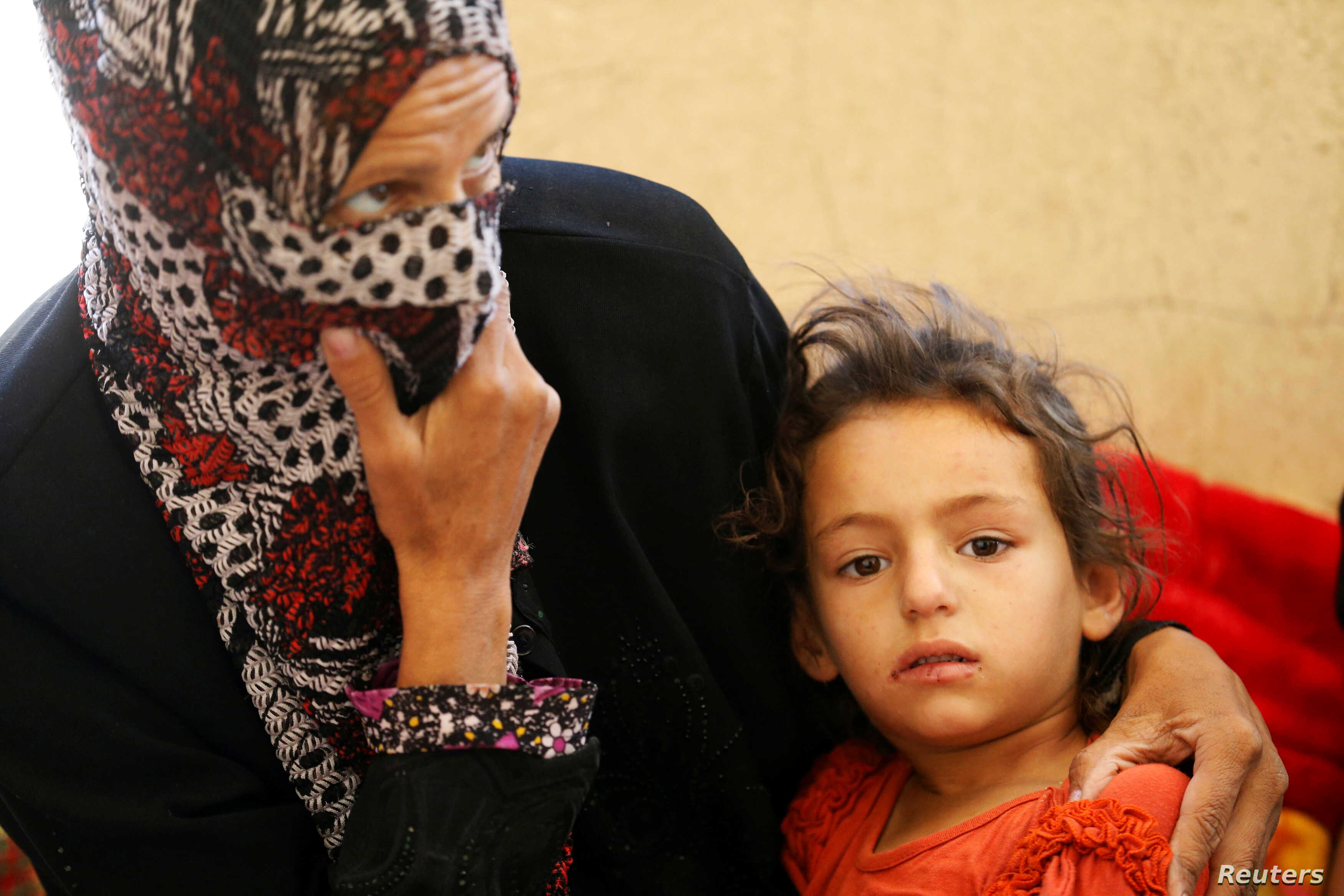 Civilians who fled their homes due to clashes on the outskirts of Falluja, gather in the town of Garma, Iraq, May 30, 2016.