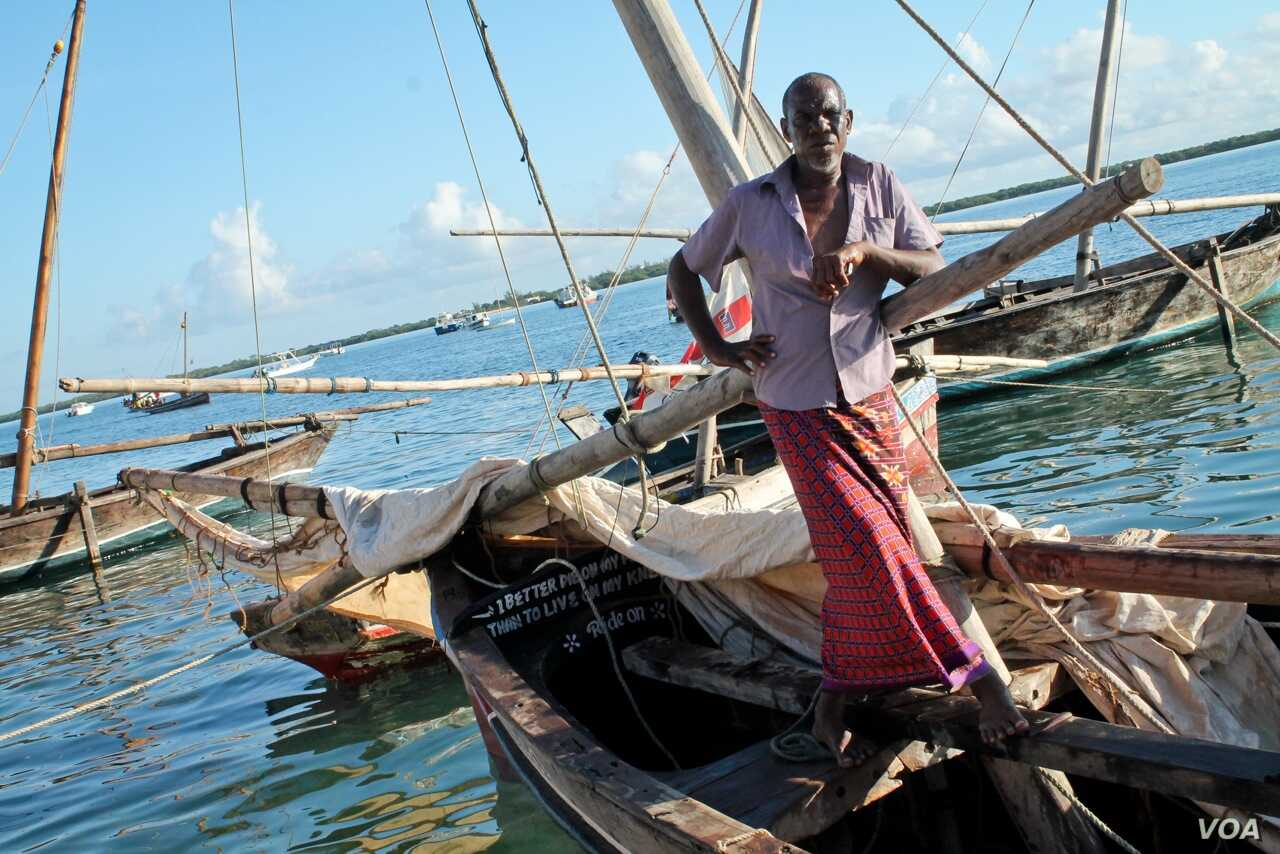 Vae Buno Vae has been fishing around Lamu for 35 years, but now he's afraid fishing as a livelihood is about to vanish. November 26, 2014. (Hilary Heuler / VOA News)