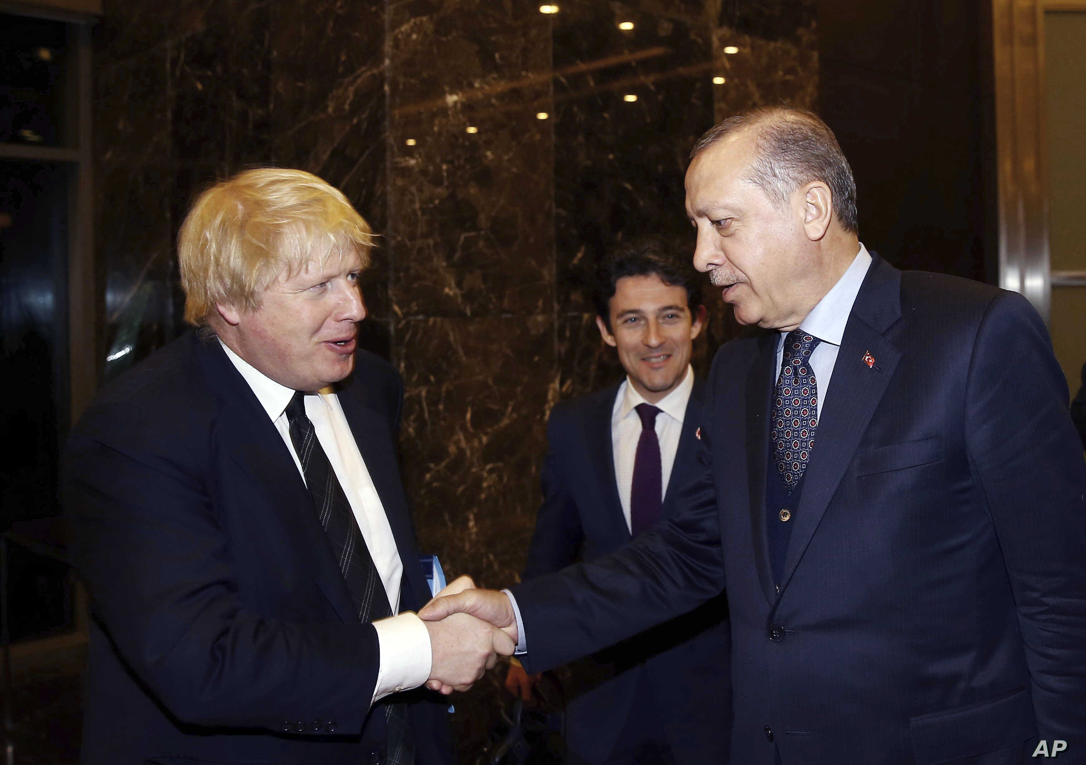 British Foreign Secretary Boris Johnson, left, and Turkish President Recep Tayyip Erdogan shake hands before a meeting in Antalya, Turkey, March 24, 2017.  U.S. Secretary of State Rex Tillerson will visit Turkey before going to Brussels in early Apri...