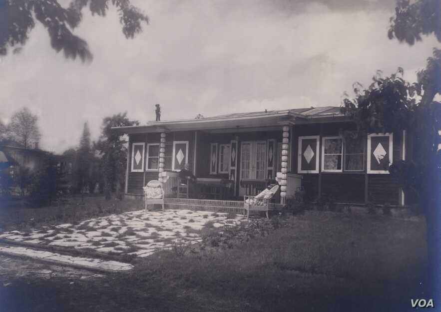 Alexander House in the 1930s (photo credit: Lotte Jacobi)