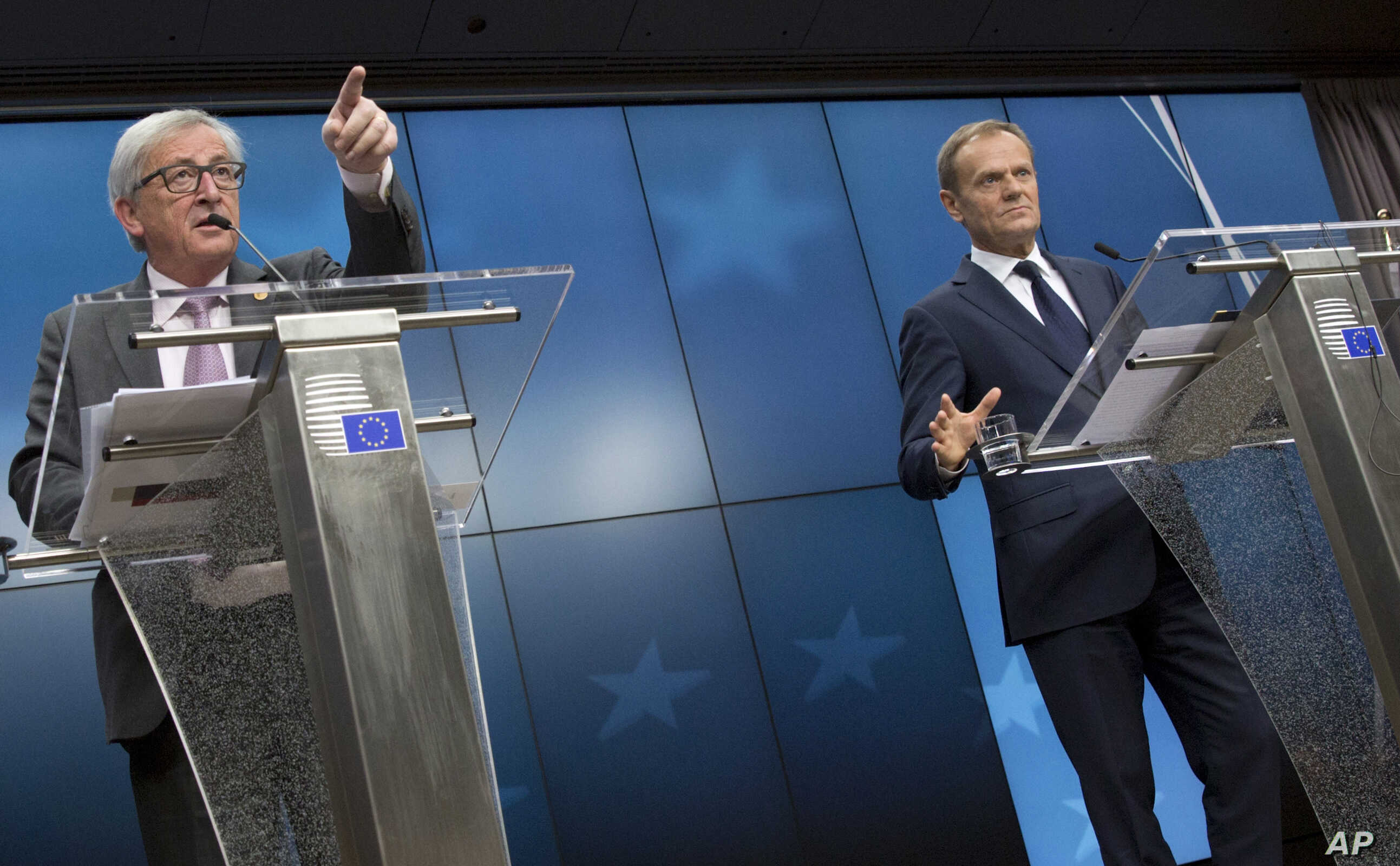 European Commission President Jean-Claude Juncker, left, and European Council President Donald Tusk address a media conference at the end of an EU summit in Brussels, Belgium, March 10, 2017.