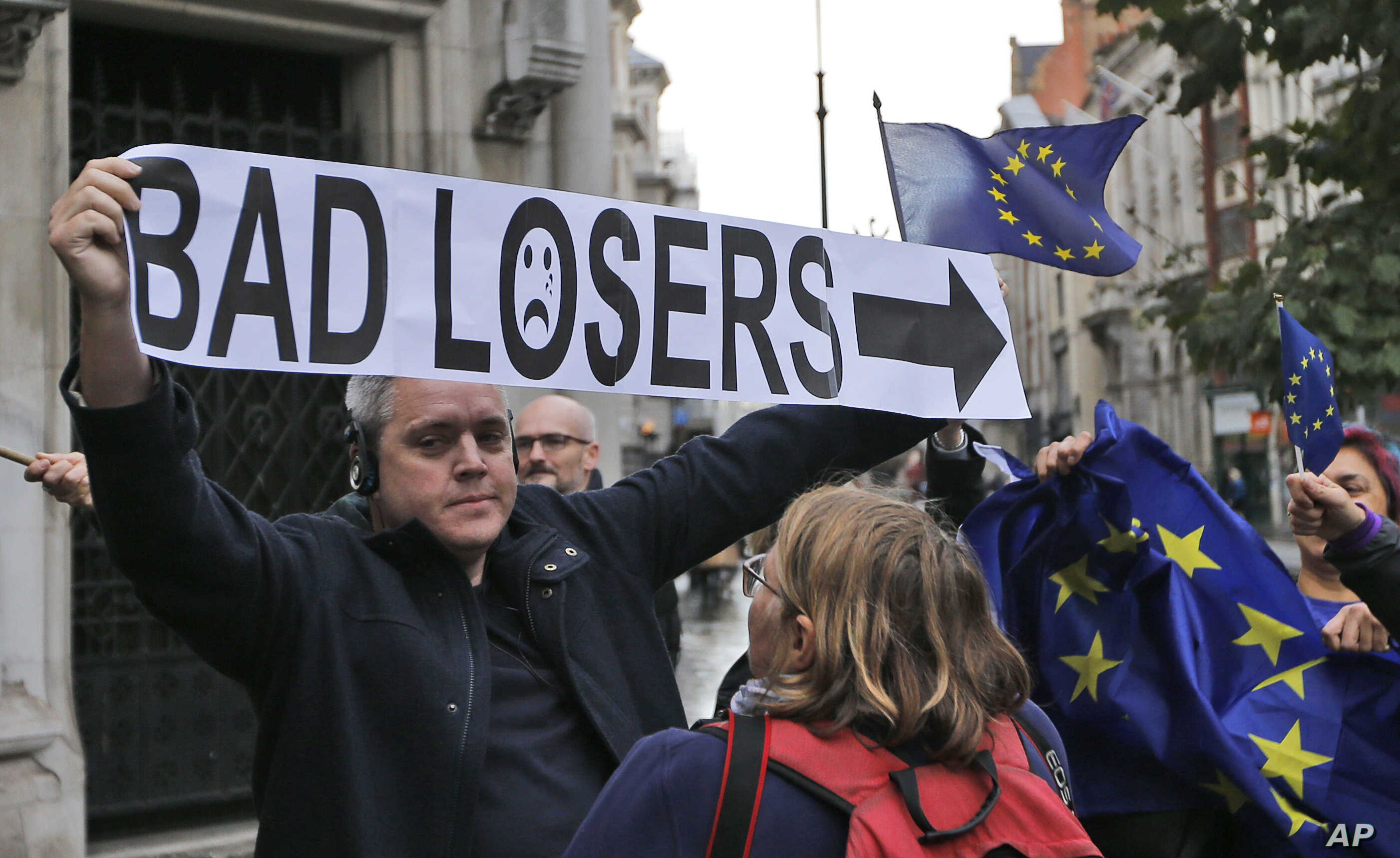 Pro-EU membership supporters argue with a leave campaigner outside the High Court, on the second day of the lawsuit of Gina Miller, a founder of investment management group SCM Private in London, Oct. 17, 2016.