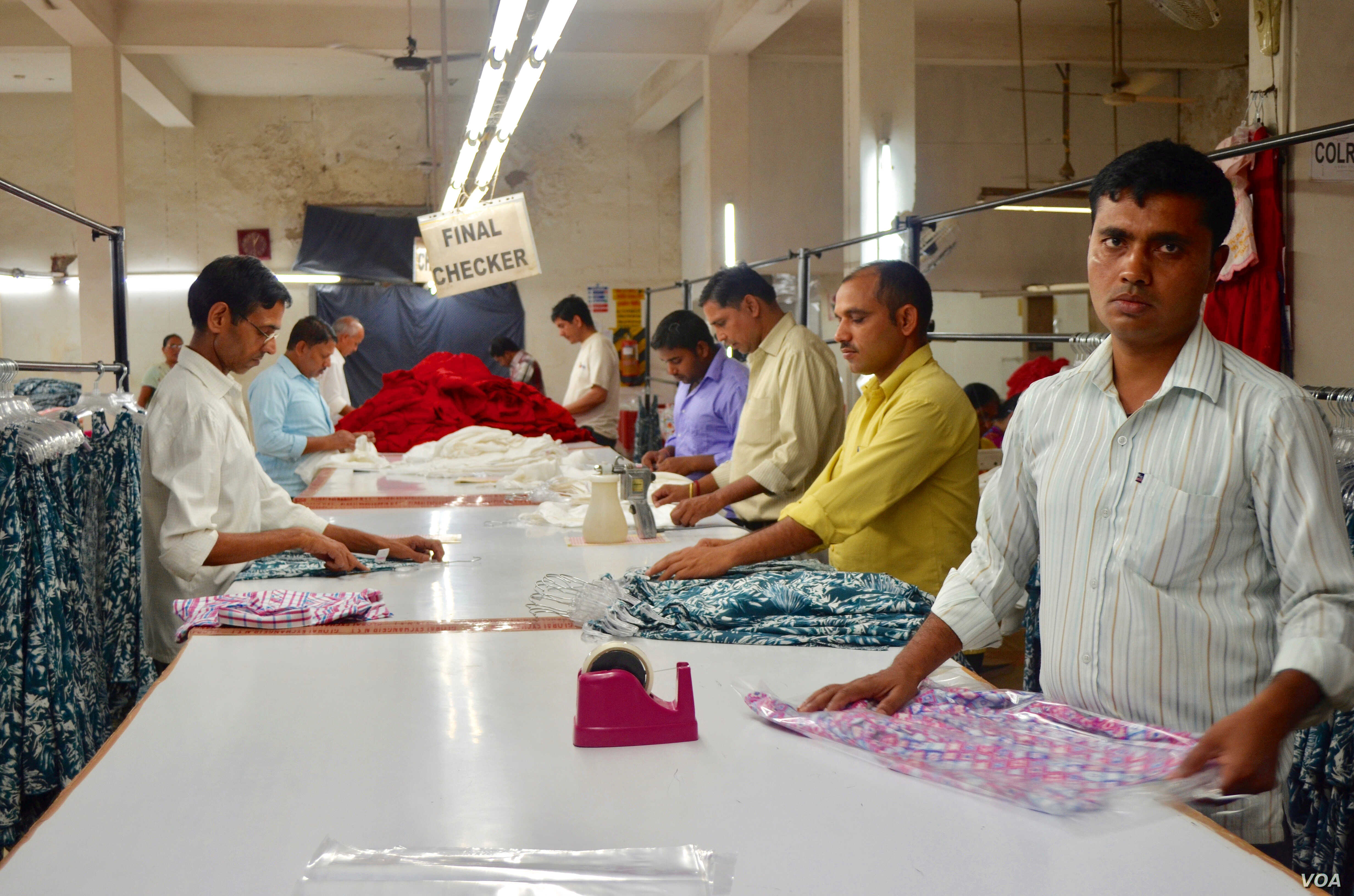 India's garment industry employs millions of people. (A. Pasricha/VOA)