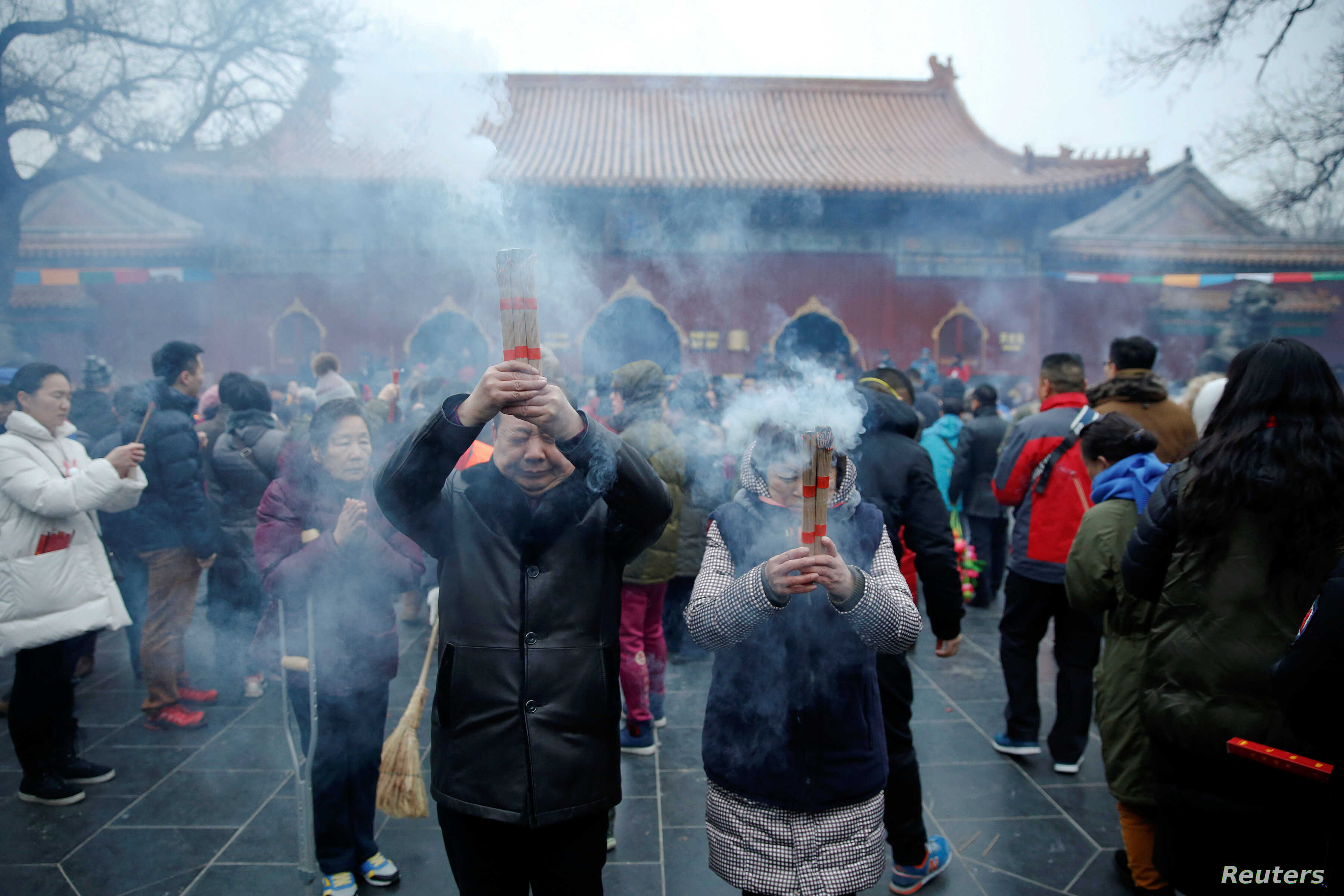 With Incense and Prayer, Lunar New Year Arrives   Voice of America