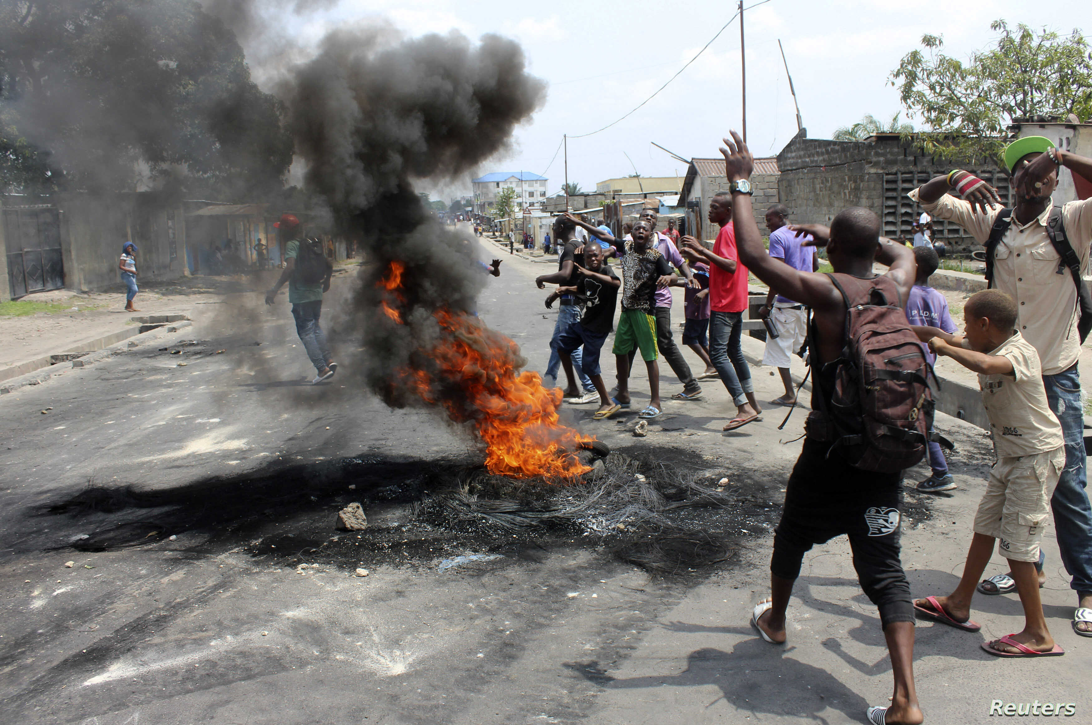 Demonstrators burn tyres to set up barricades during a protest in the Democratic Republic of Congo's capital Kinshasa January 20, 2015. Protests erupted for a second day in Democratic Republic of Congo on Tuesday over proposed changes to an election ...