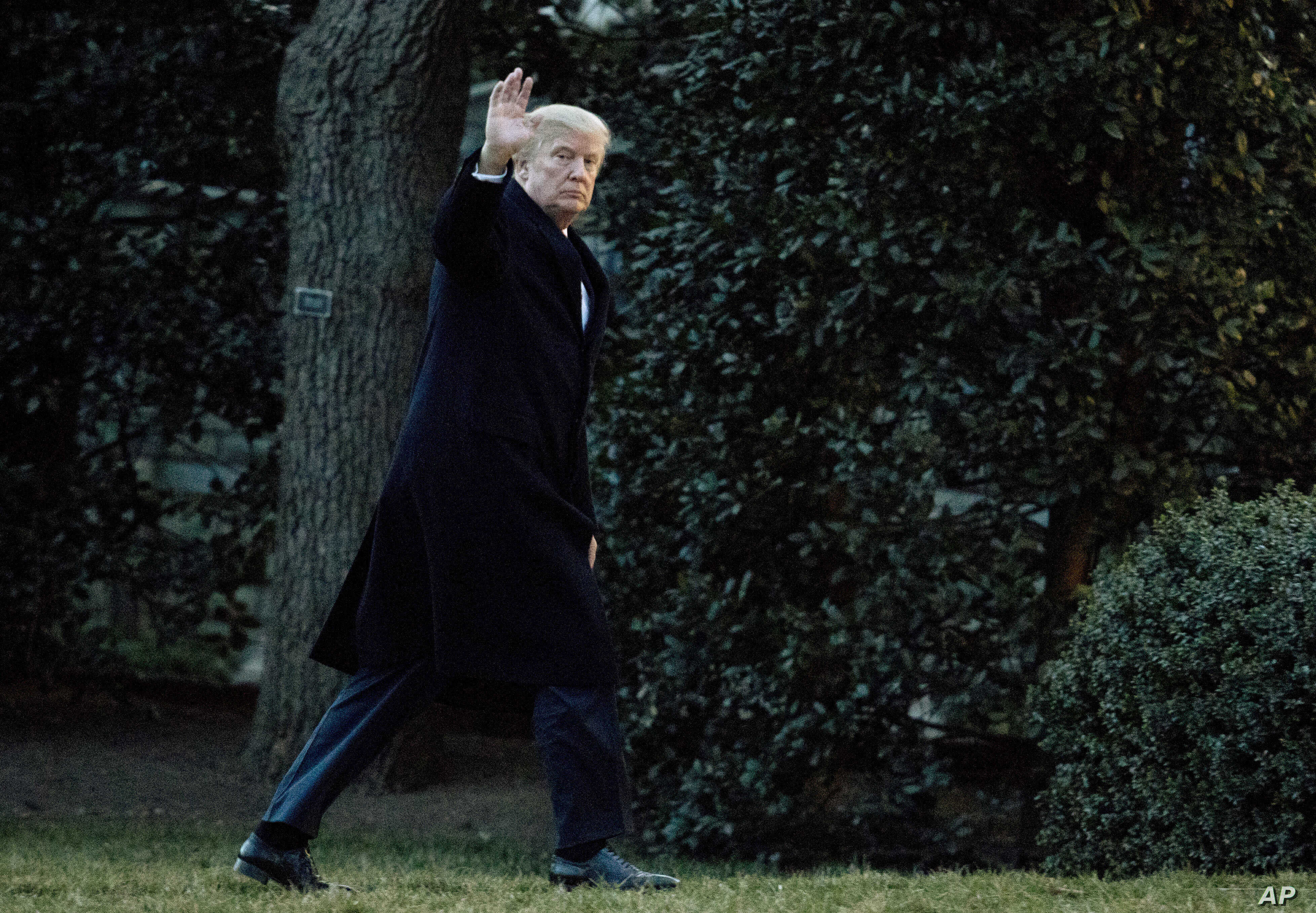President Donald Trump waves as he arrives at the White House in Washington, March 5, 2017, from a trip to Florida.