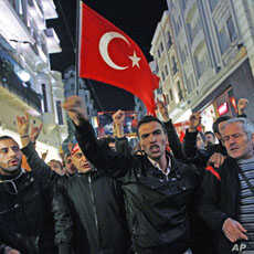 Demonstrators shout slogans and hold Turkey's national flag during a protest against the latest attacks by Kurdish rebels against the Turkish military in Istanbul, Turkey, October 19, 2011.