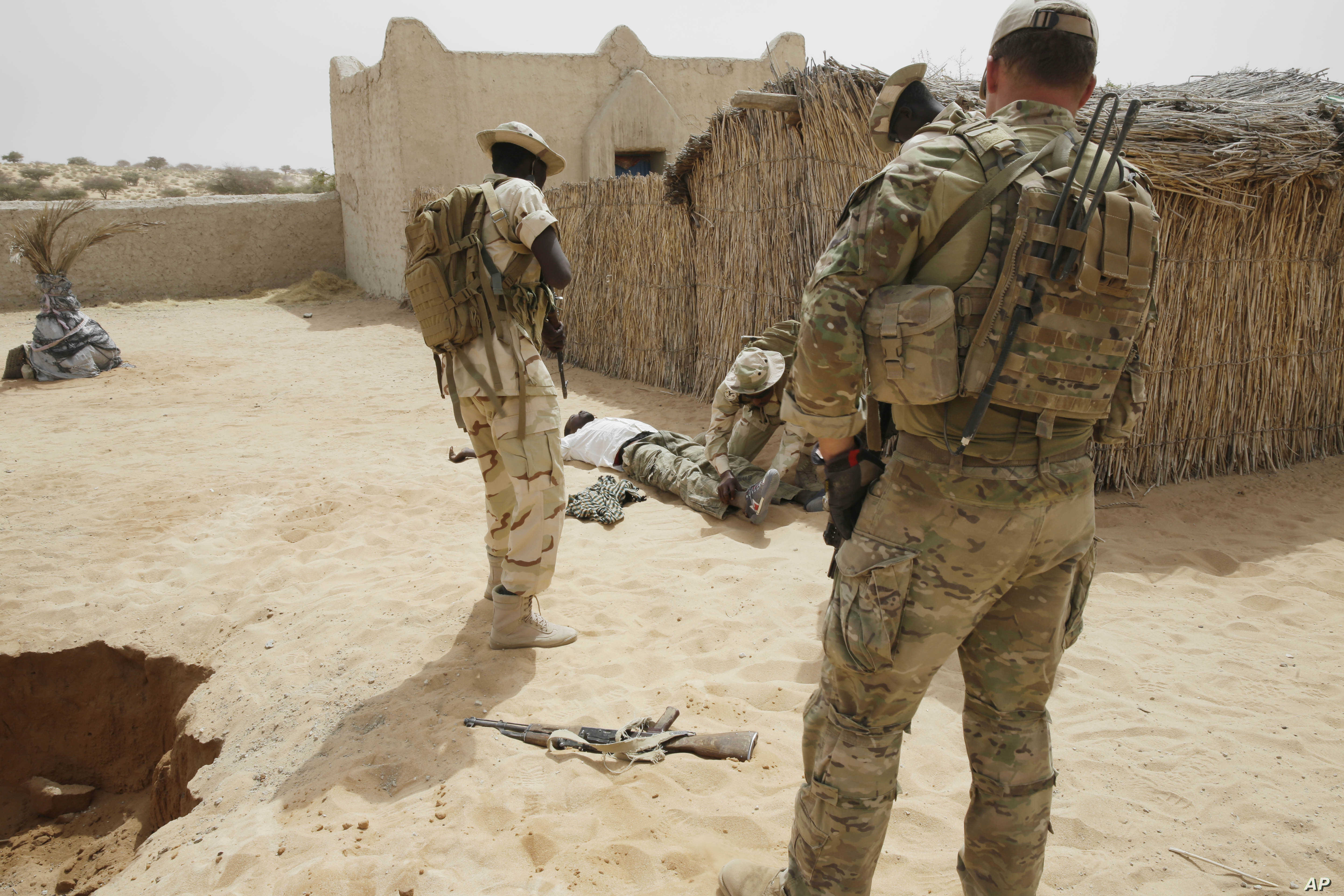 FILE - Chadian troops participate along with Nigerian special forces watched by a U.S. special forces soldier, at right, in a hostage rescue exercise in Mao, Chad, March 7, 2015.