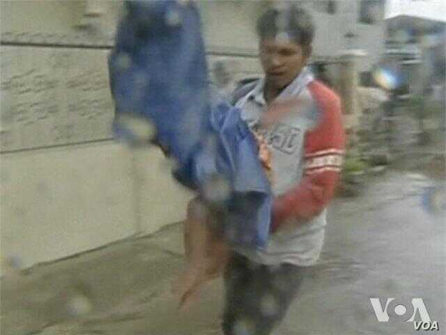 Video of Typhoon Bopha lashing the southern Philippines