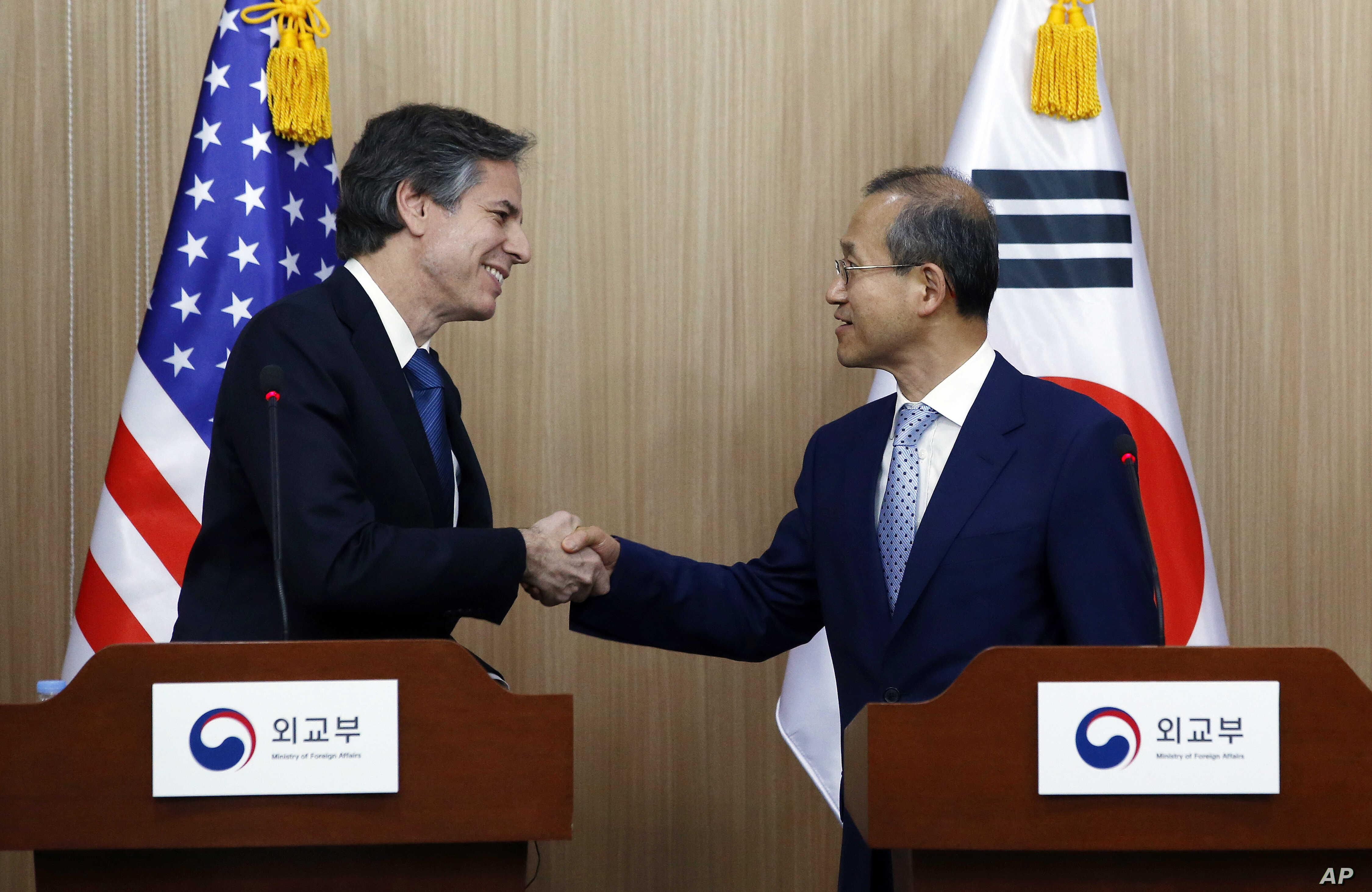 U.S. Deputy Secretary of State Antony Blinken, left, shakes hands with South Korea Vice Foreign Minister Lim Sung-nam after finishing a press conference in Seoul, South Korea,  April 19, 2016.