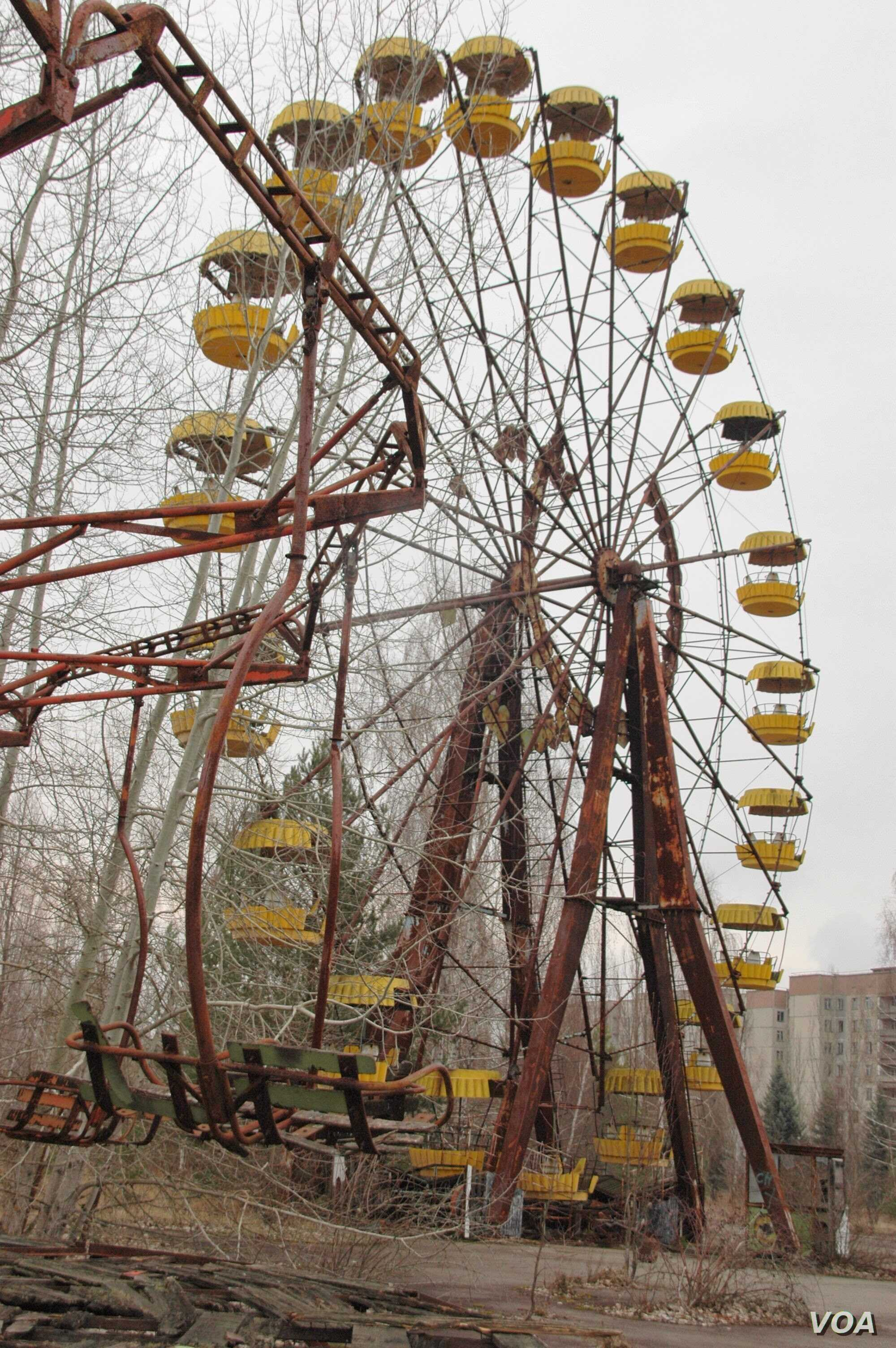 The ferris wheel at the abandoned Pripyat amusement park adjacent to Chernobyl, March 20, 2014. (S. Herman/VOA)