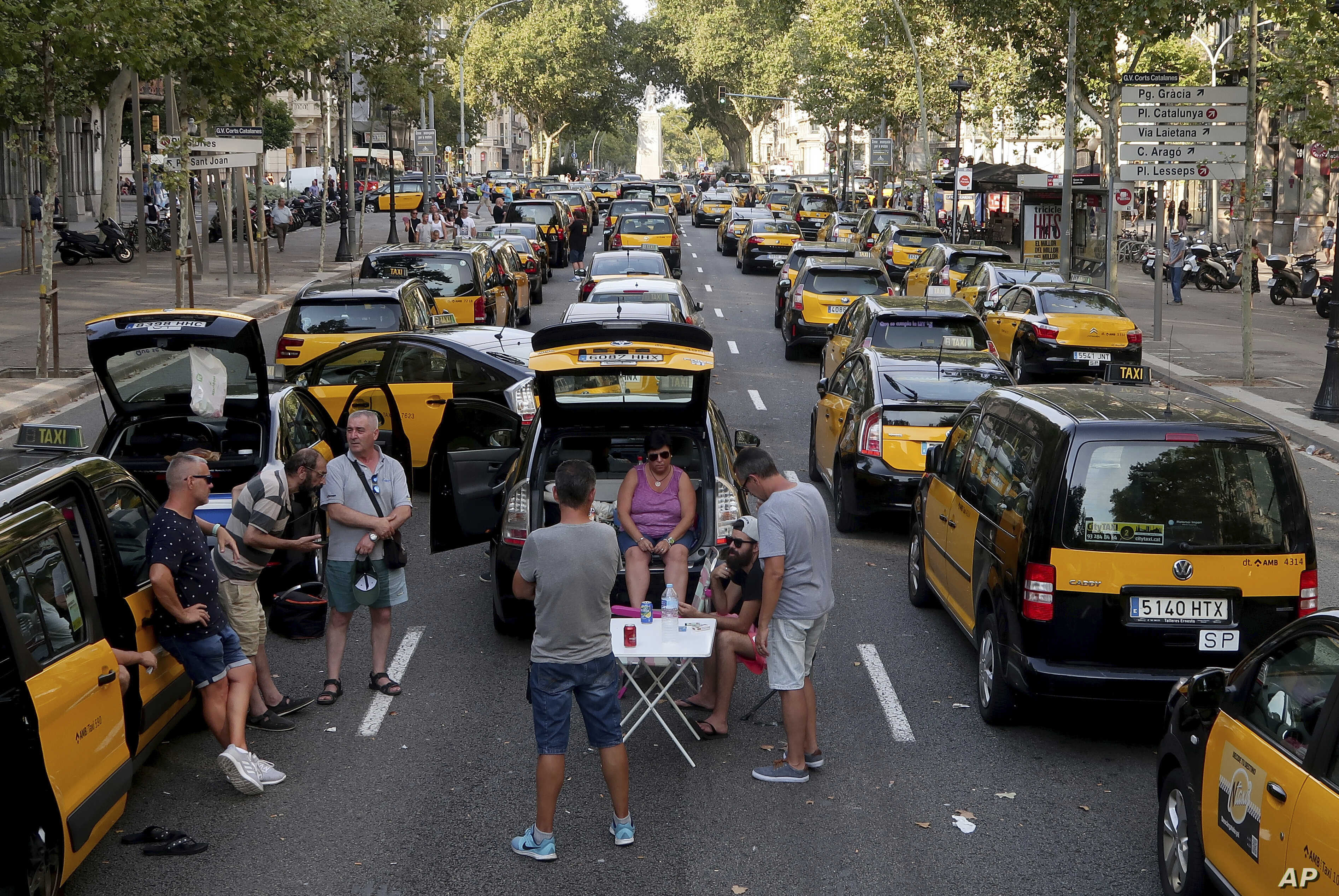 Taxi Strike Targeting Uber Brings Chaos to Spanish Cities
